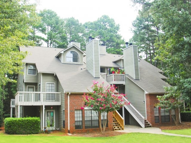 Windemere - Raleigh, NCWindemere apartments feature vaulted ceilings, palladian windows, fireplaces, patios and large sundecks. A total of 168 apartments in 14 three-story buildings are nested on 17 acres at a density of 10 units per acre.