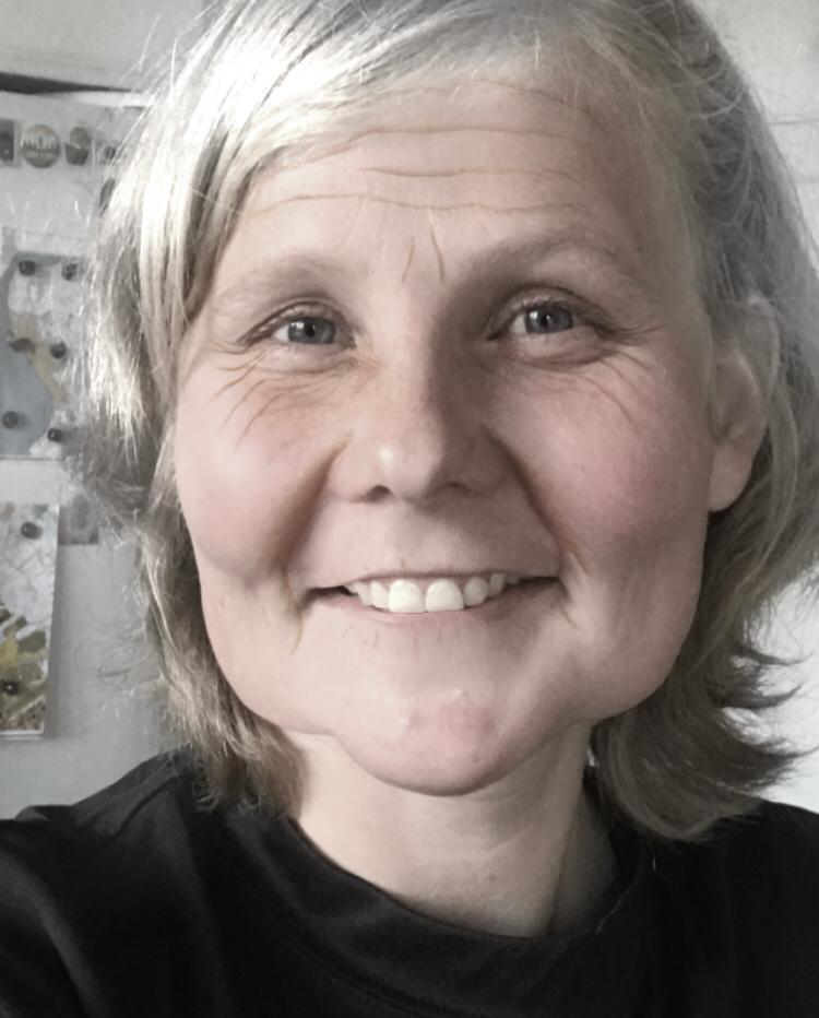 Pension är ju RÄTTfantastiskt - Den som får pension har haft turen att få leva till en viss ålder och förhoppningsvis betydligt längre än så!Alternativet vill ingen tänka på.(Bilden är en simulering från någon av alla tveksamma åldringsappar som finns. Men även om den är kasst simulerad så kan jag ändå känna igen kvinnor från tidigare generationer i den.)