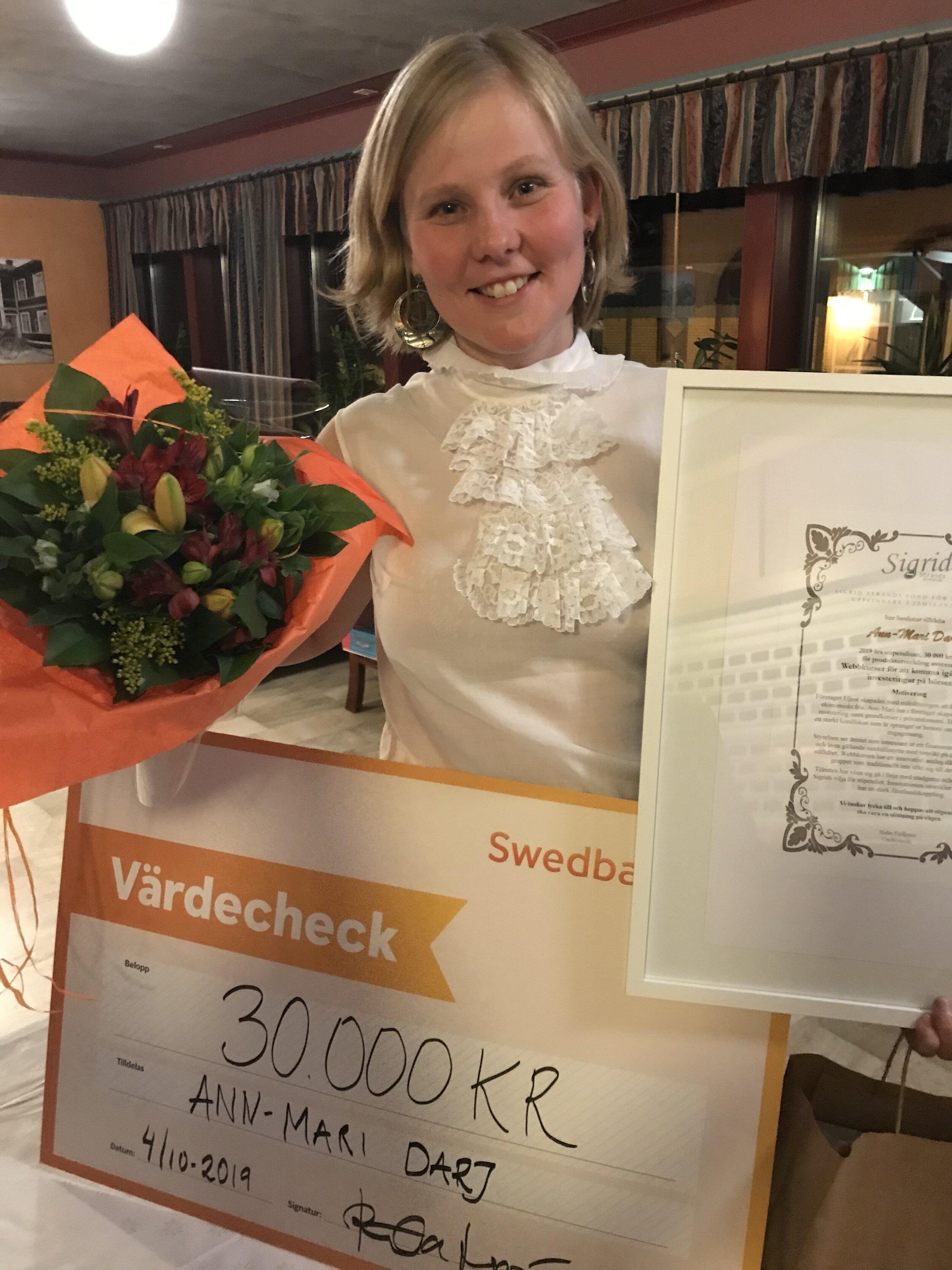 SIGRID STRANDS STIPENDIE - Ann-Mari Darj får Sigrid Strands stipendium 2019 på 30 000 kronor. Priset går till en kvinnlig uppfinnare i Jämtlands län och delades ut i samband med företagsgalan i Sveg den 4 oktober.Läs mer på Härjedalens kommun och om priset på sigridstrand.se