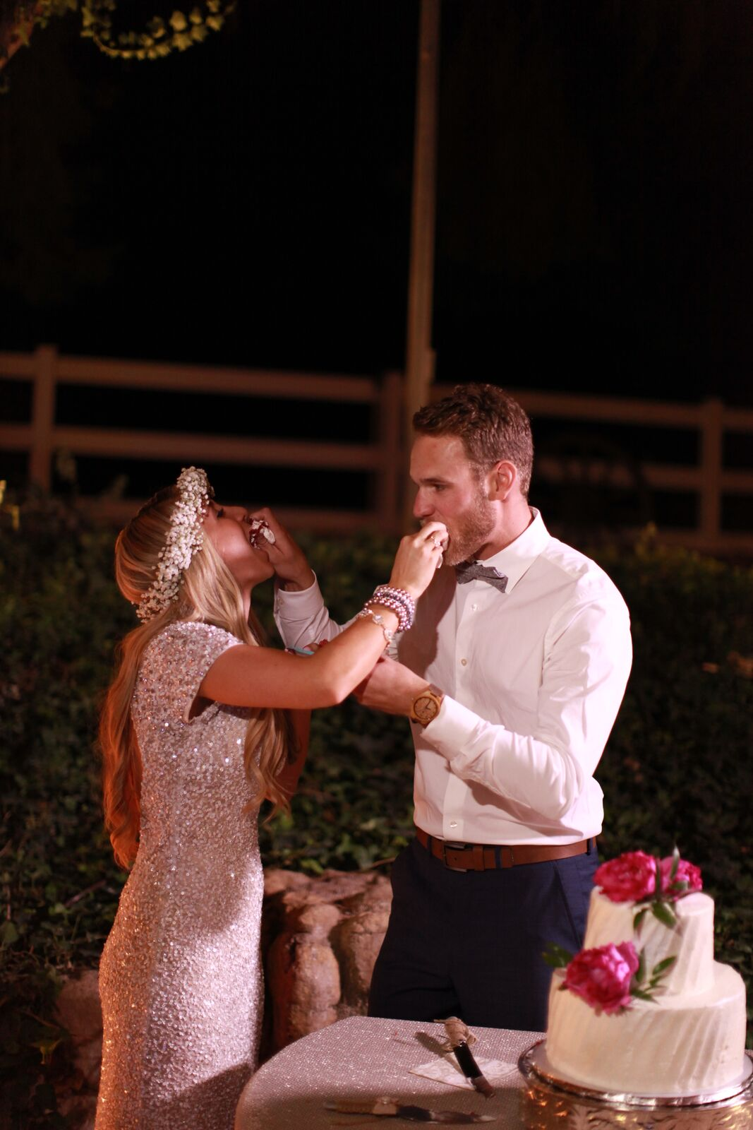 las vegas wedding planner, cake cutting, bride and groom cake cutting