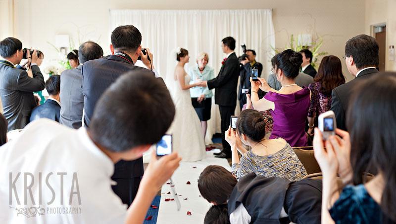 camera-phones-wedding