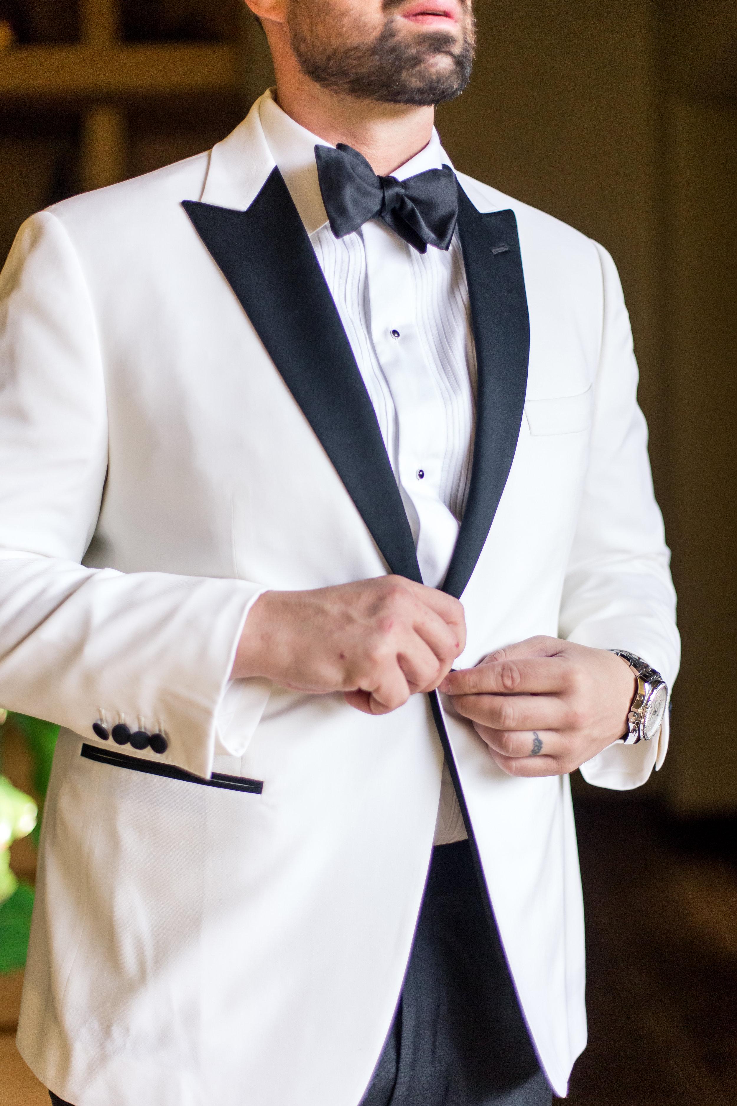 groom-in-white-tux-las-vegas-wedding-planner-green-orchid-events.jpg