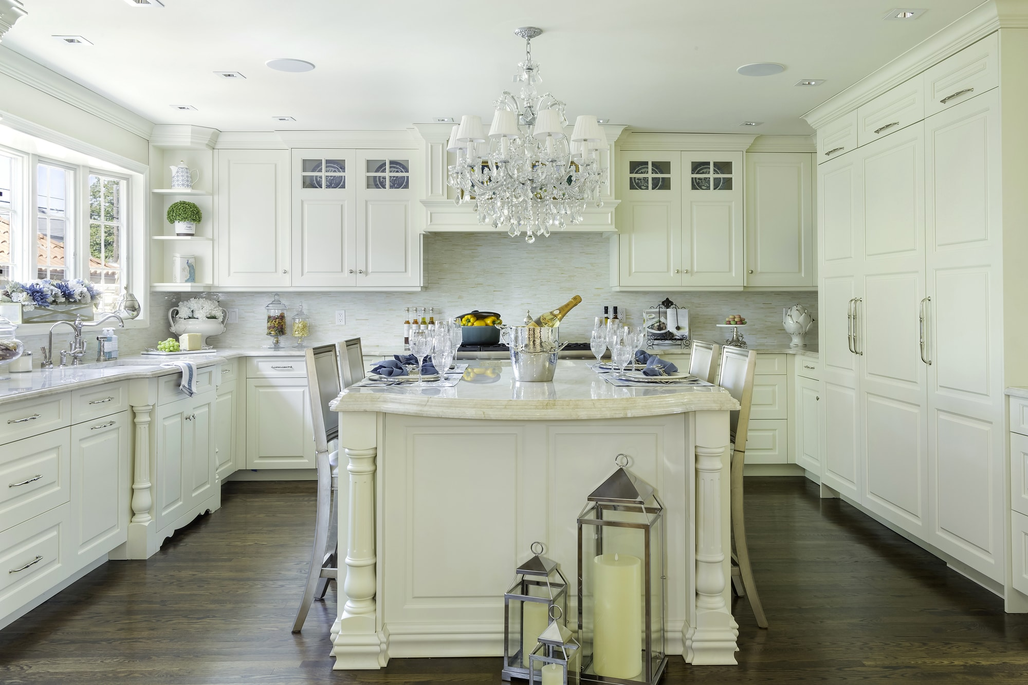 Traditional style kitchen with spicy white design and island in the center