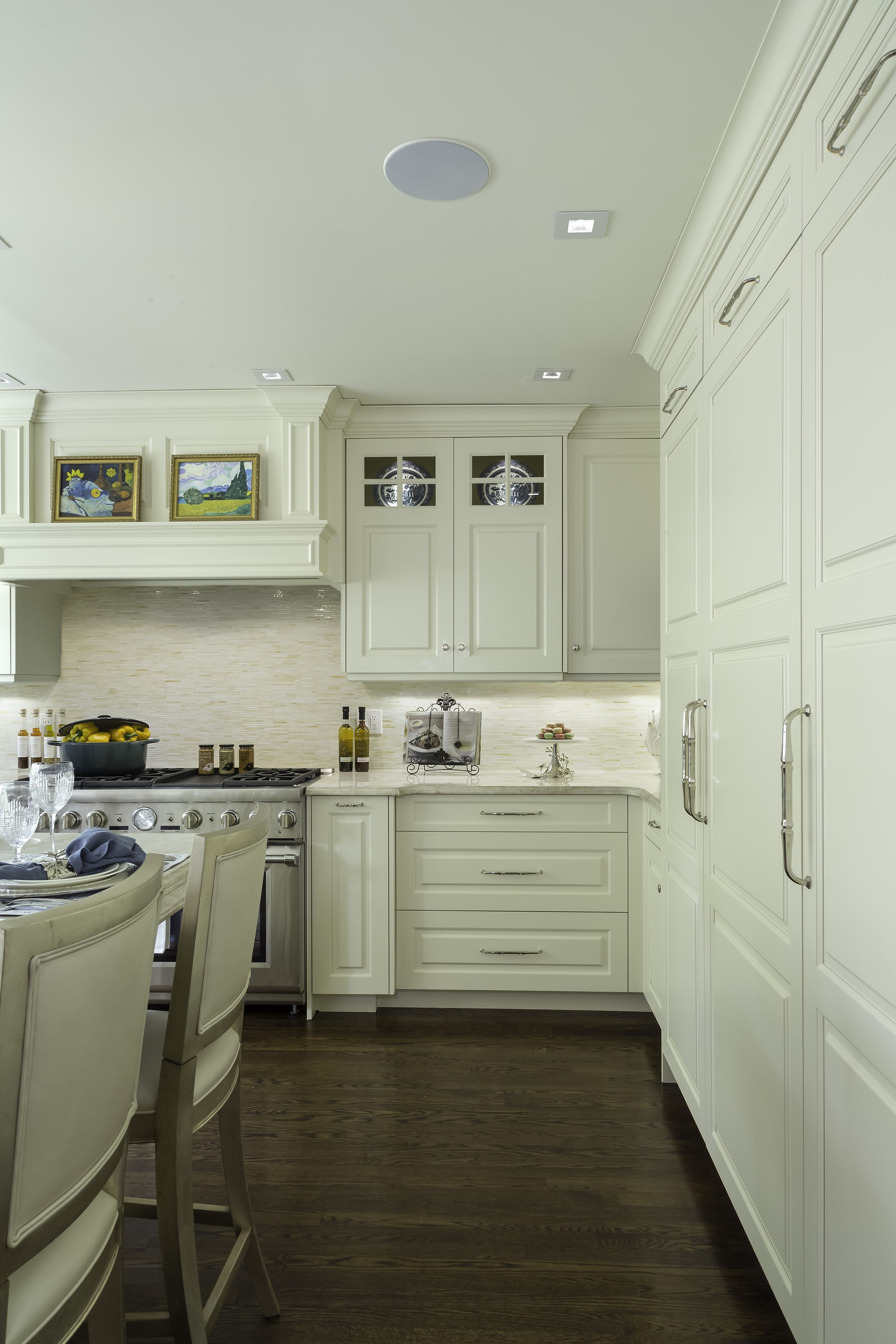 Traditional style kitchen with spacious drawers and cabinets