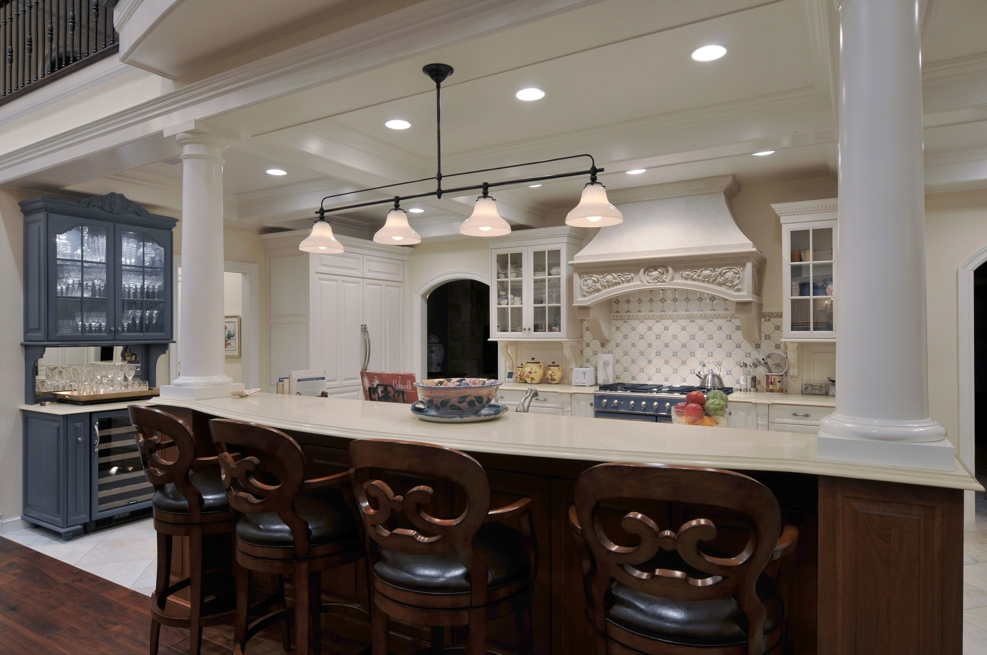 Traditional style kitchen with breakfast bar
