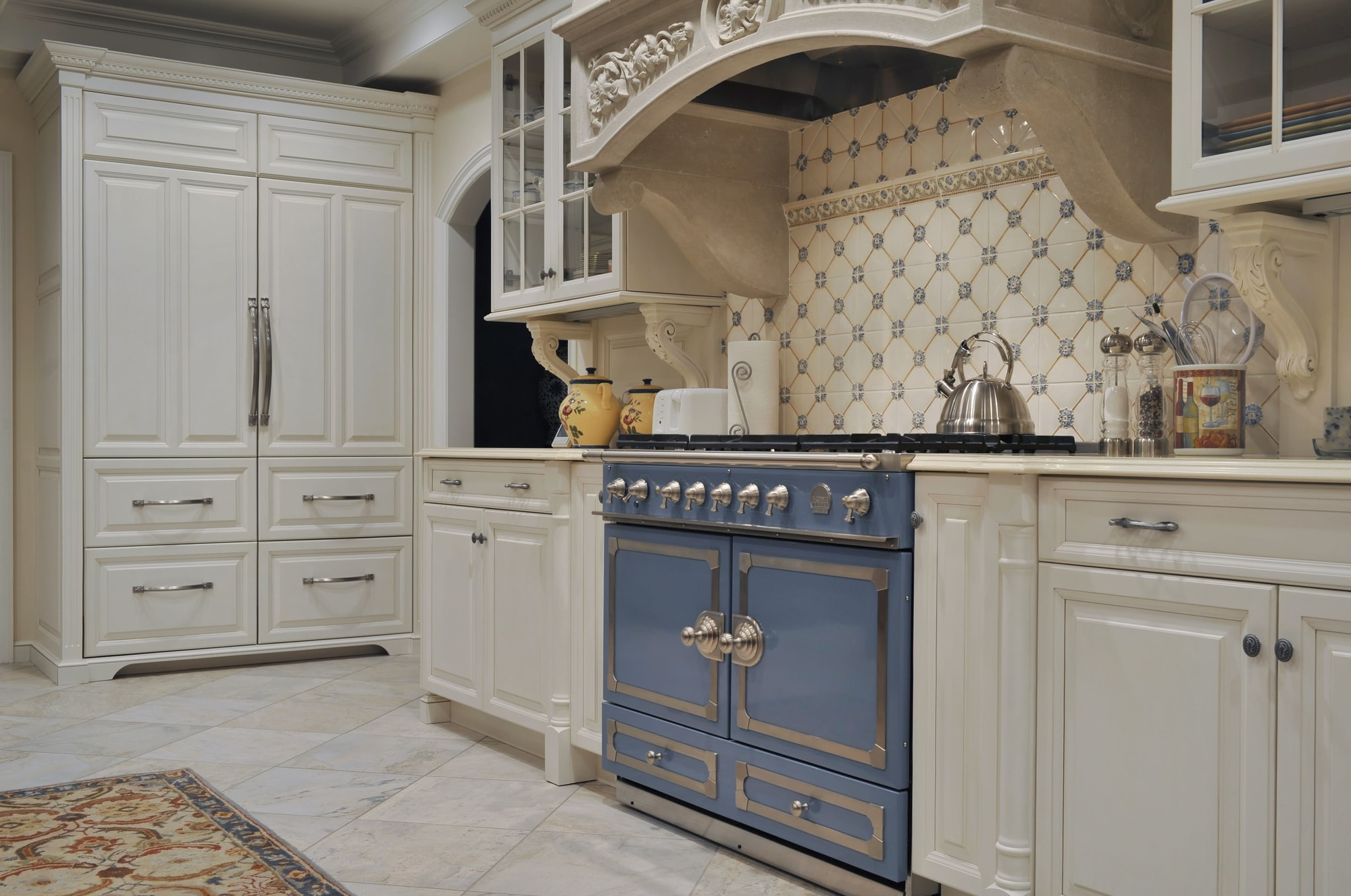 Traditional style kitchen with blue freestanding gas range