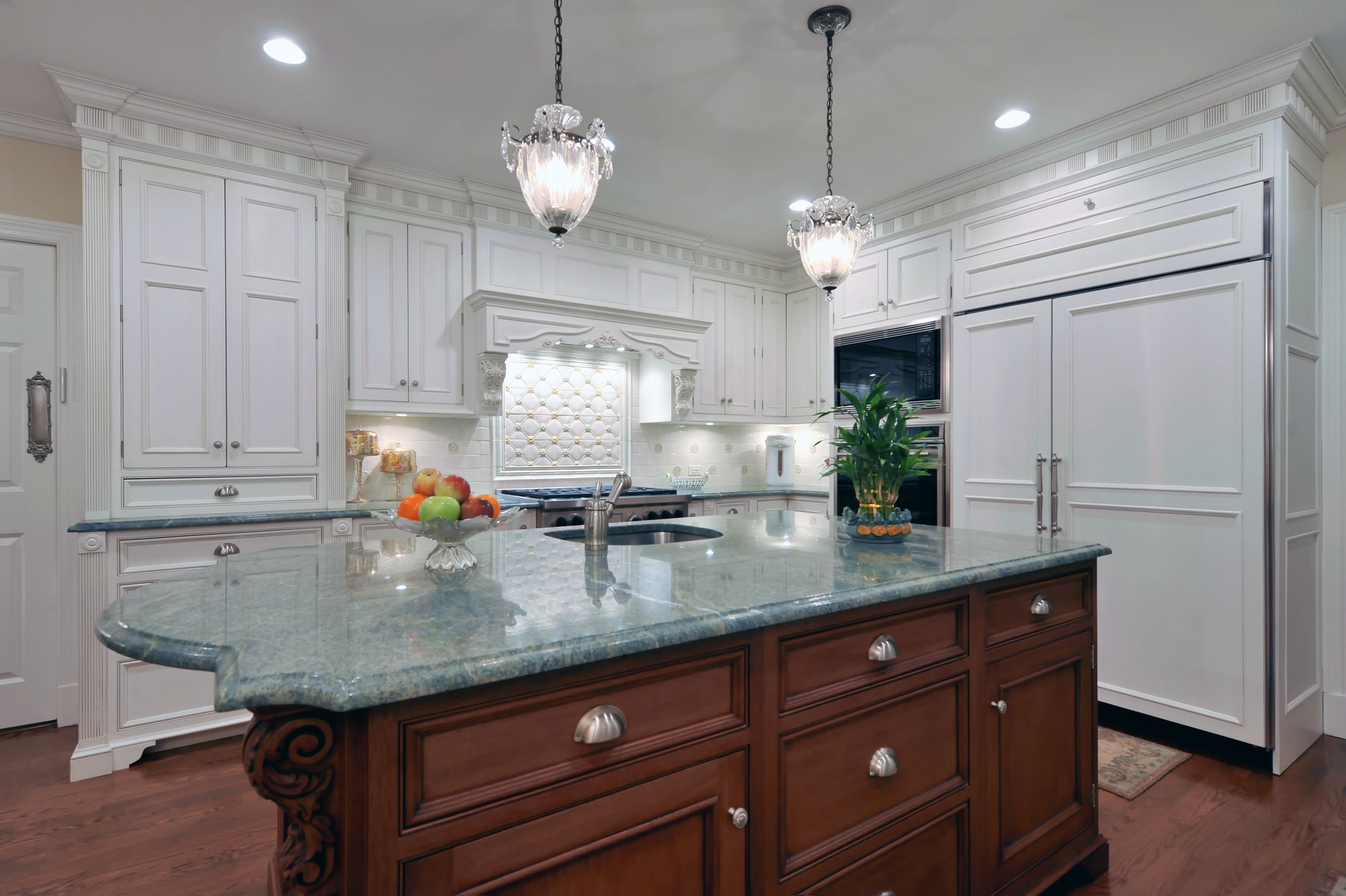 Traditional style kitchen with large kitchen shelves