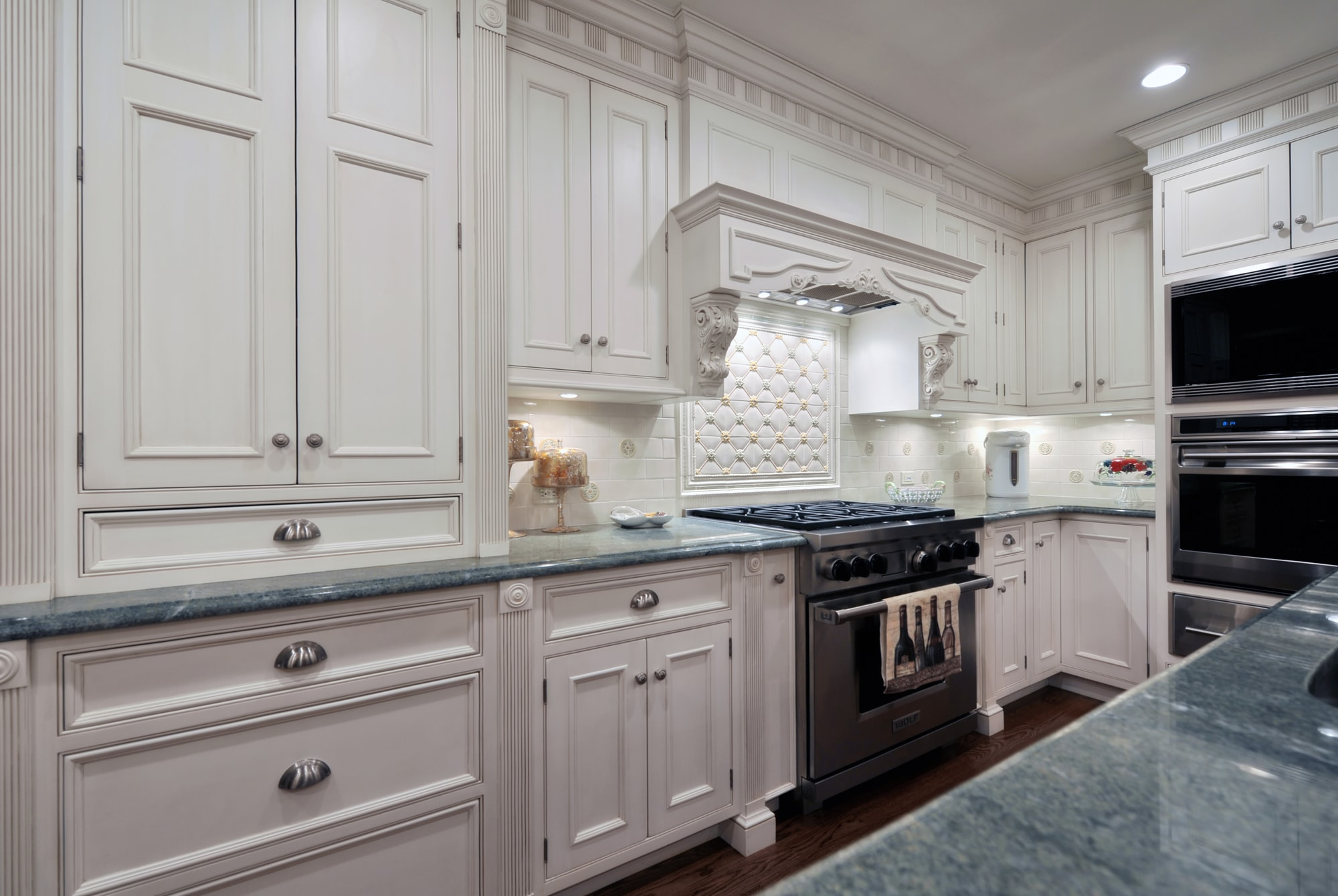 Traditional style kitchen with wide closed cabinets and drawers