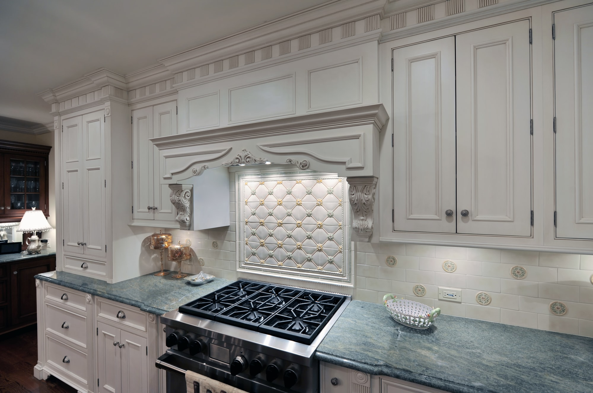 Traditional style kitchen with with white themed cabinets