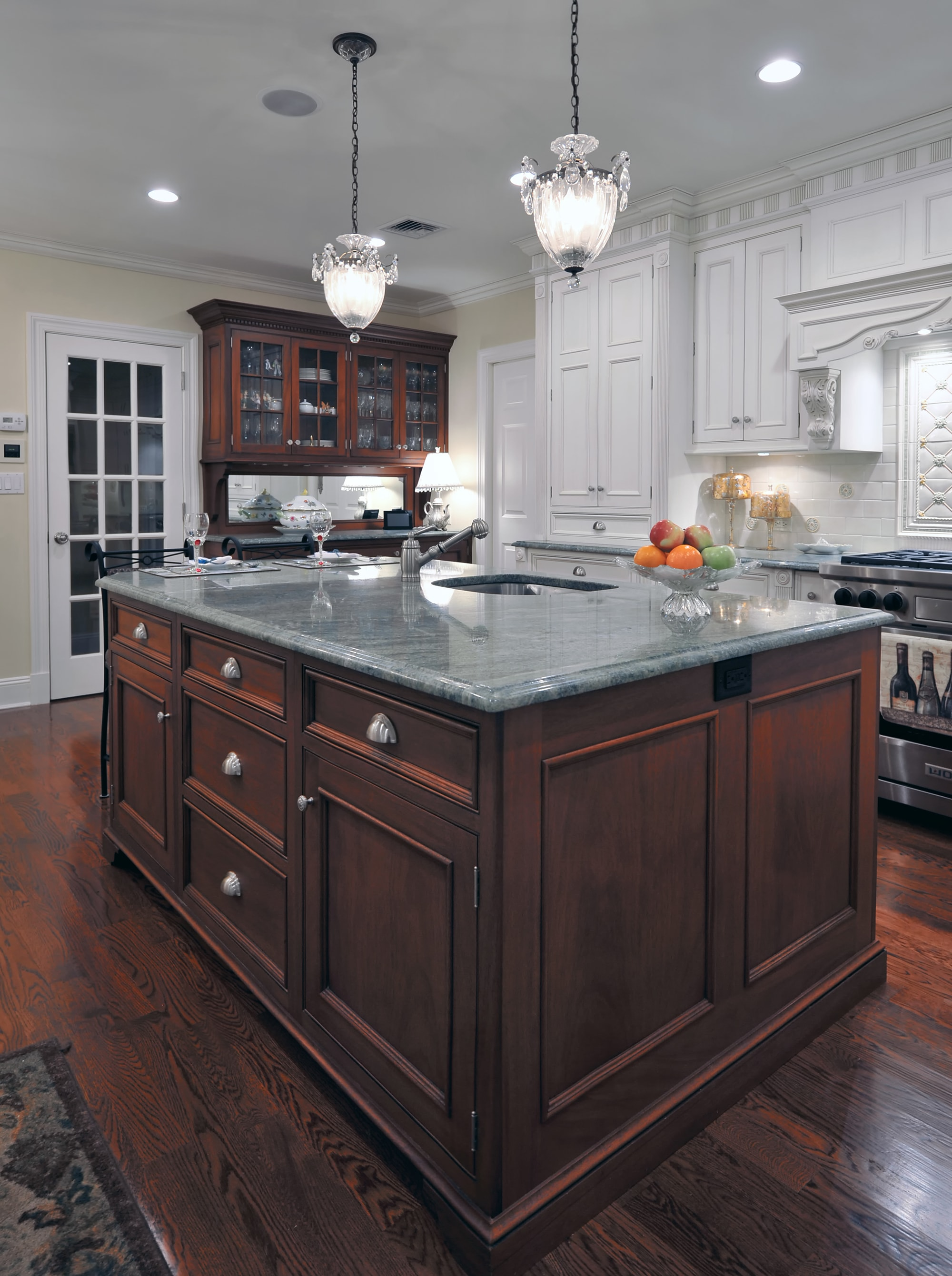 Traditional style kitchen with laminated wood floors