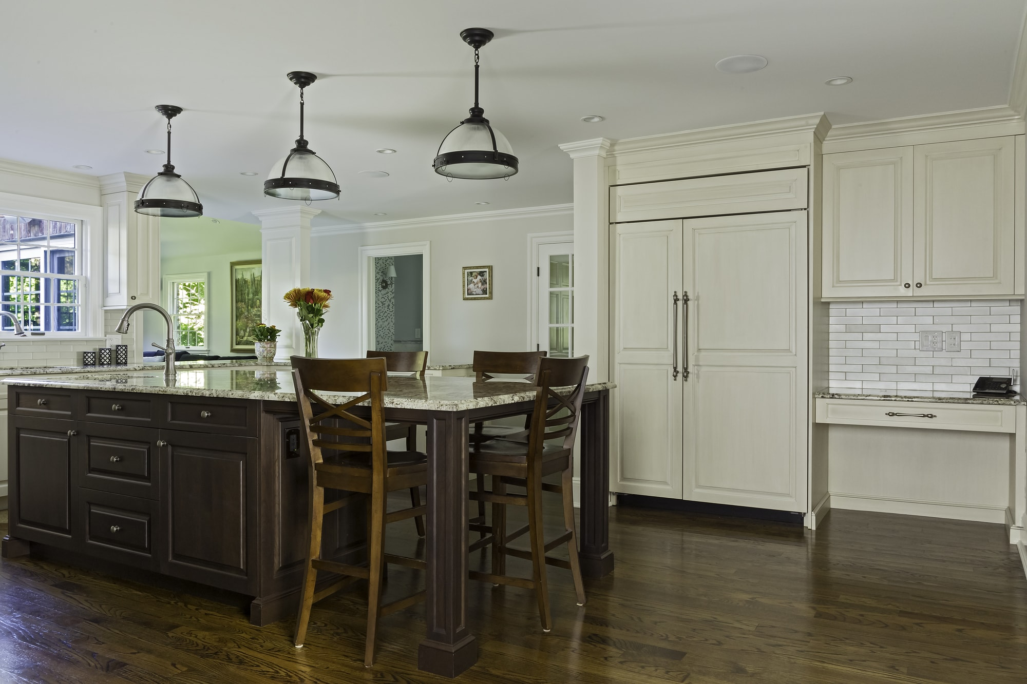 Traditional style kitchen with extended island counter