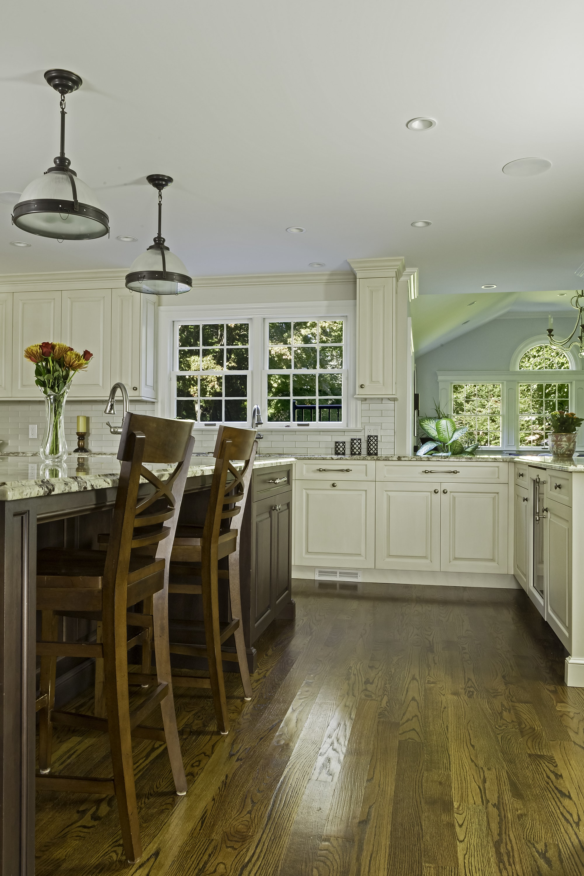Traditional style kitchen with bright light setting