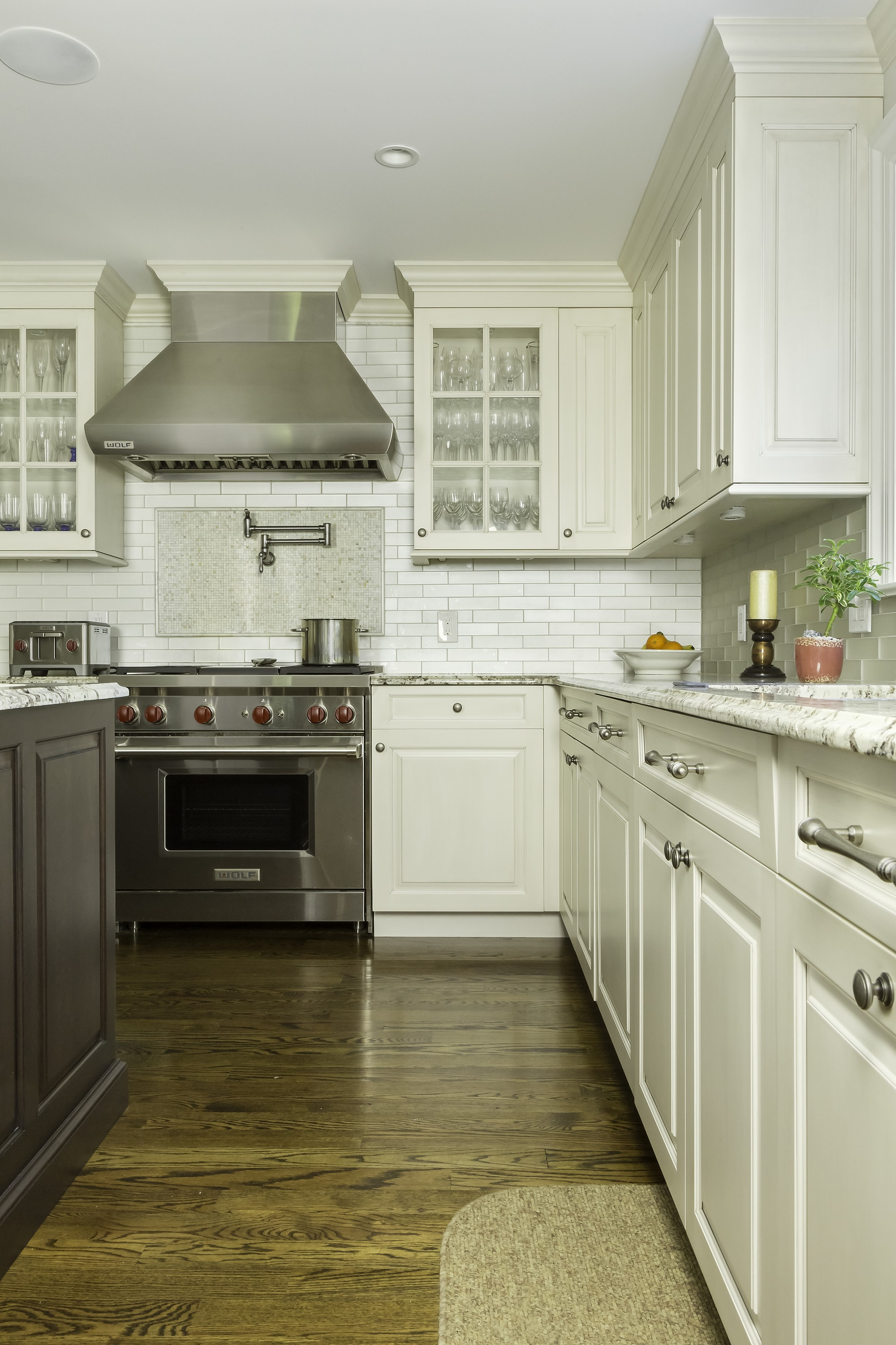 Traditional style kitchen with upper cabinets and drawers
