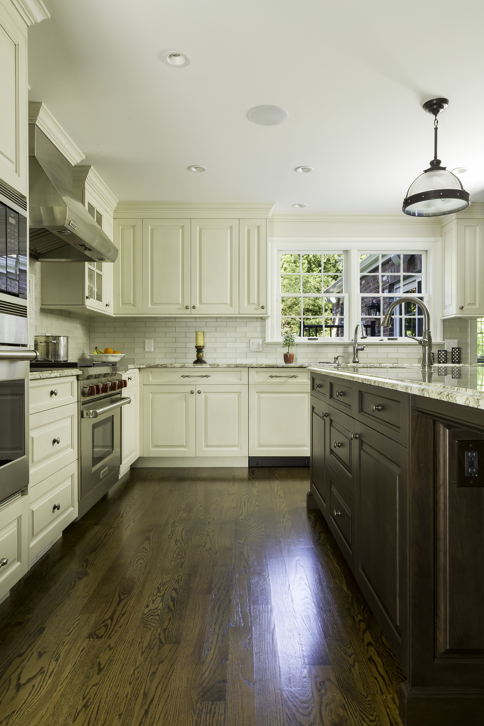 Traditional style kitchen with corner upper cabinets