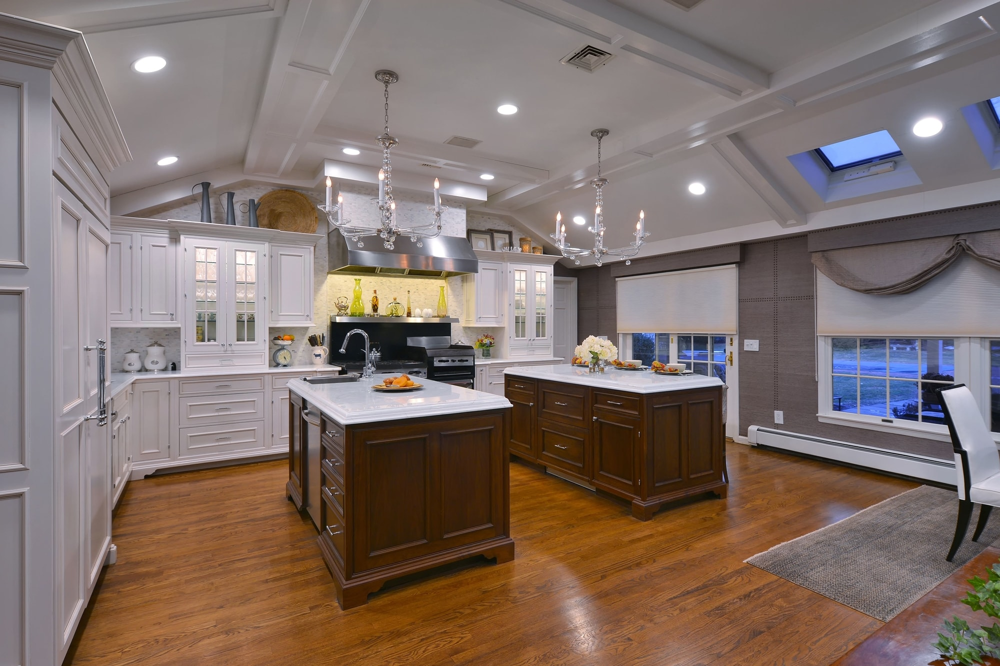 Traditional style kitchen with open space design