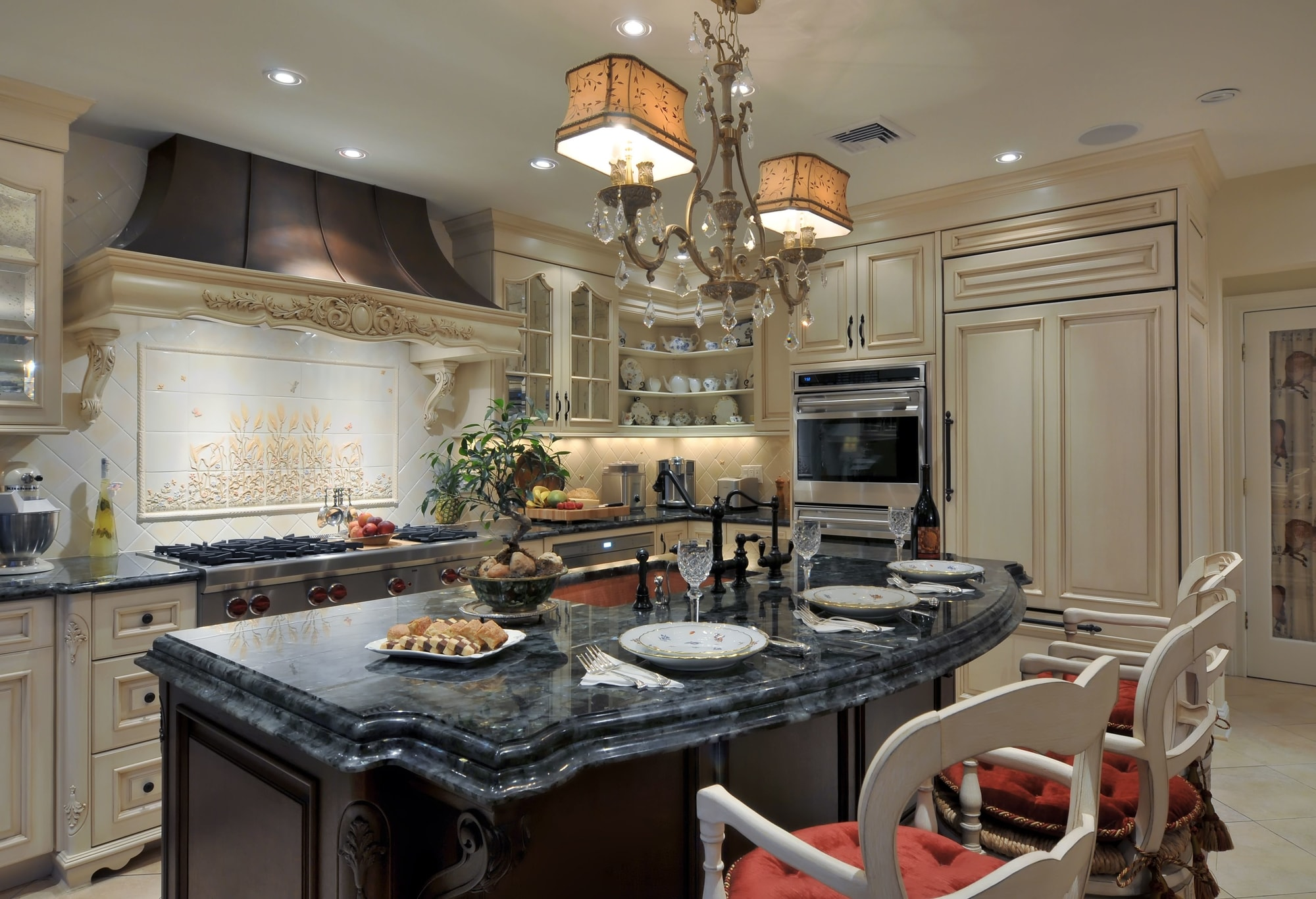 Traditional style kitchen with with dark marble countertop