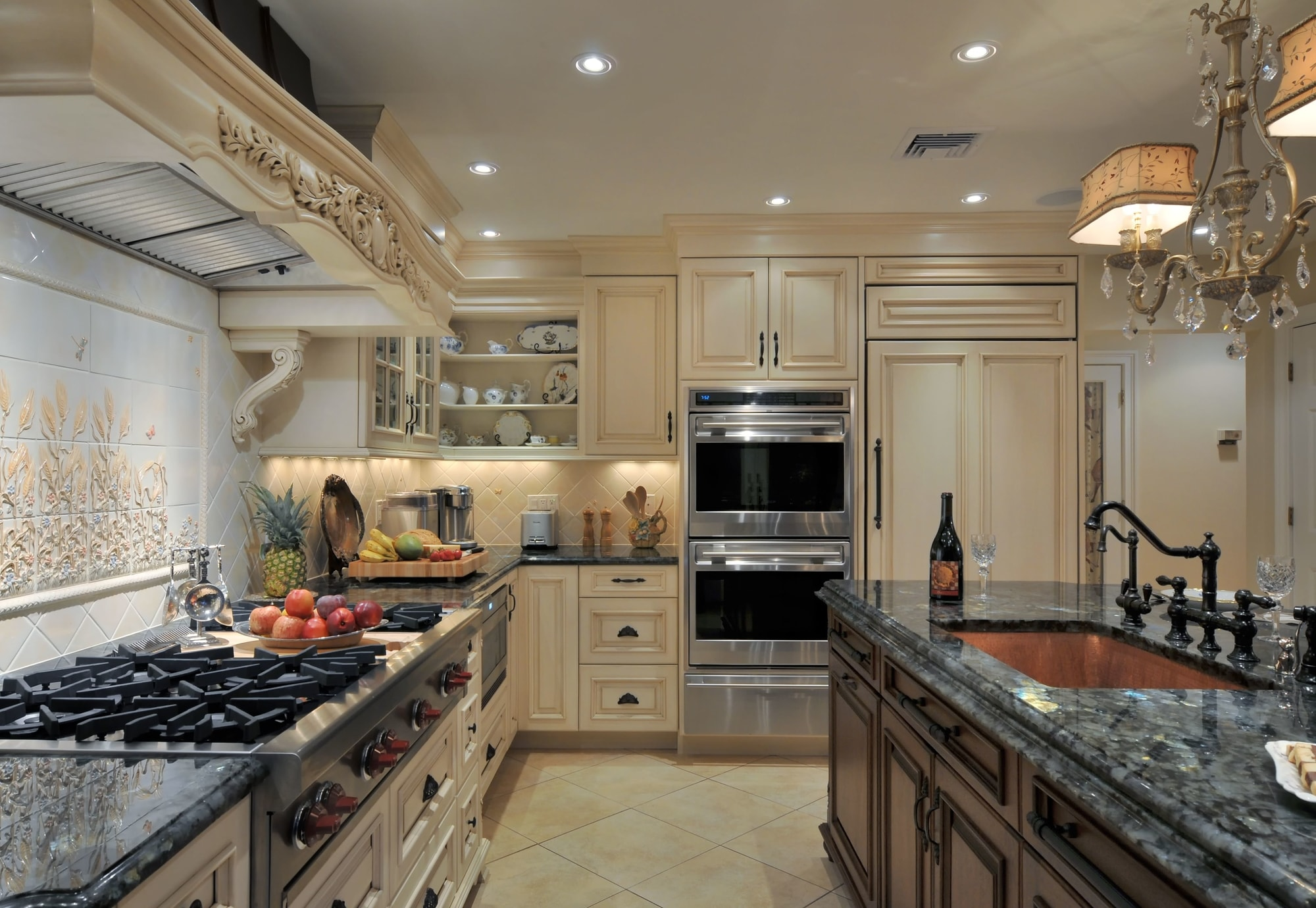 Traditional style kitchen with open white shelves