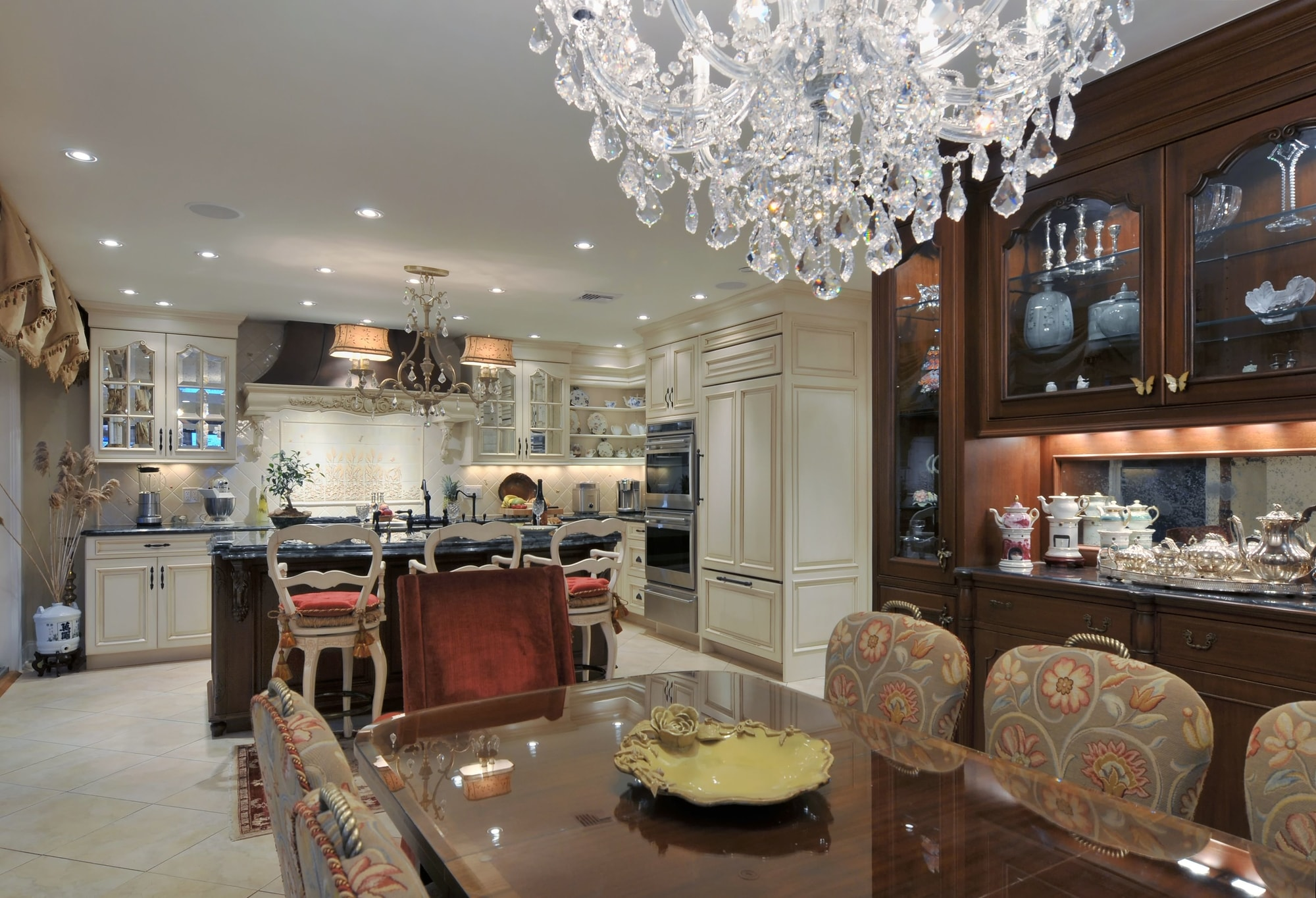 Traditional style kitchen with breakfast table
