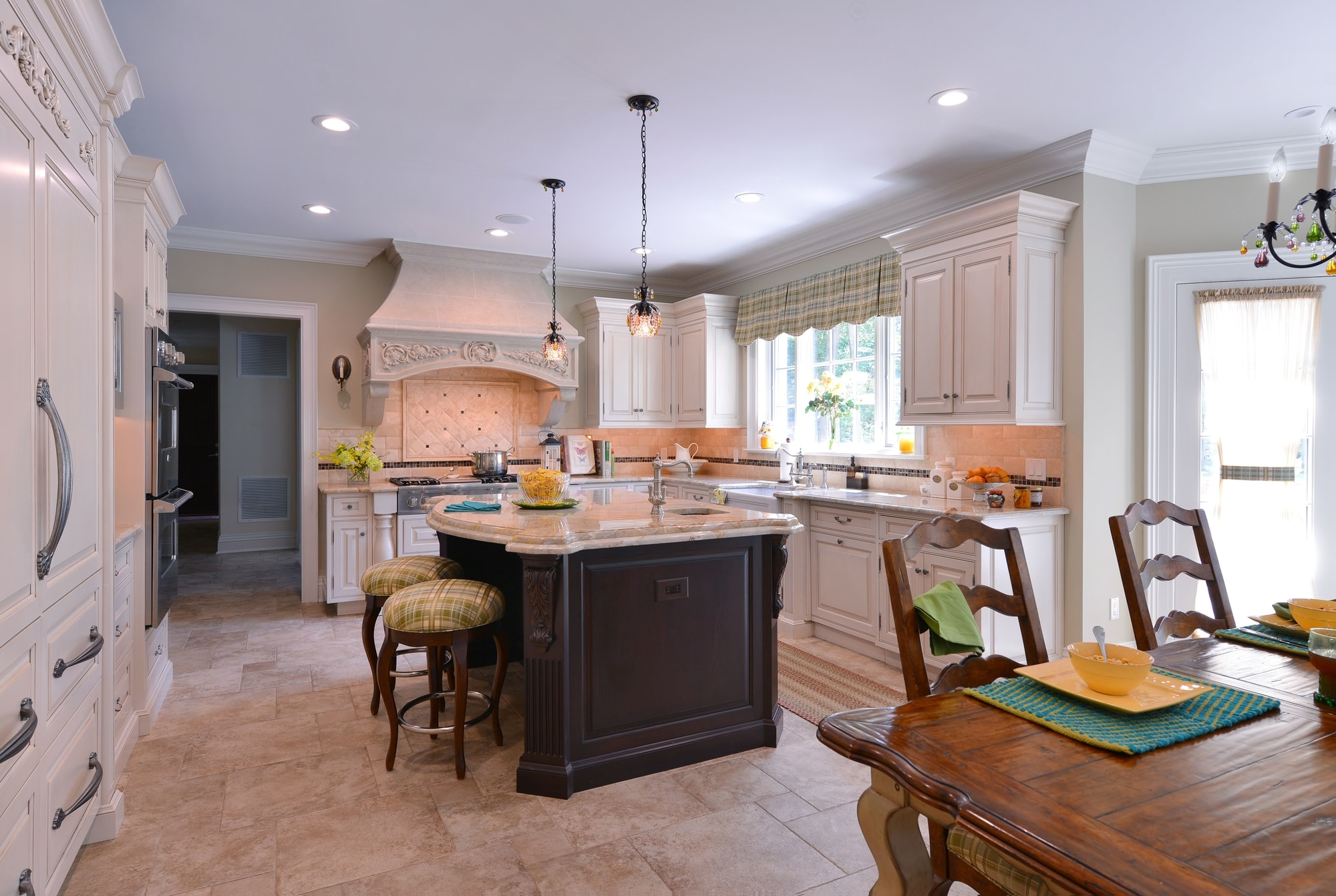 Traditional style kitchen with two hanging pendant lighting