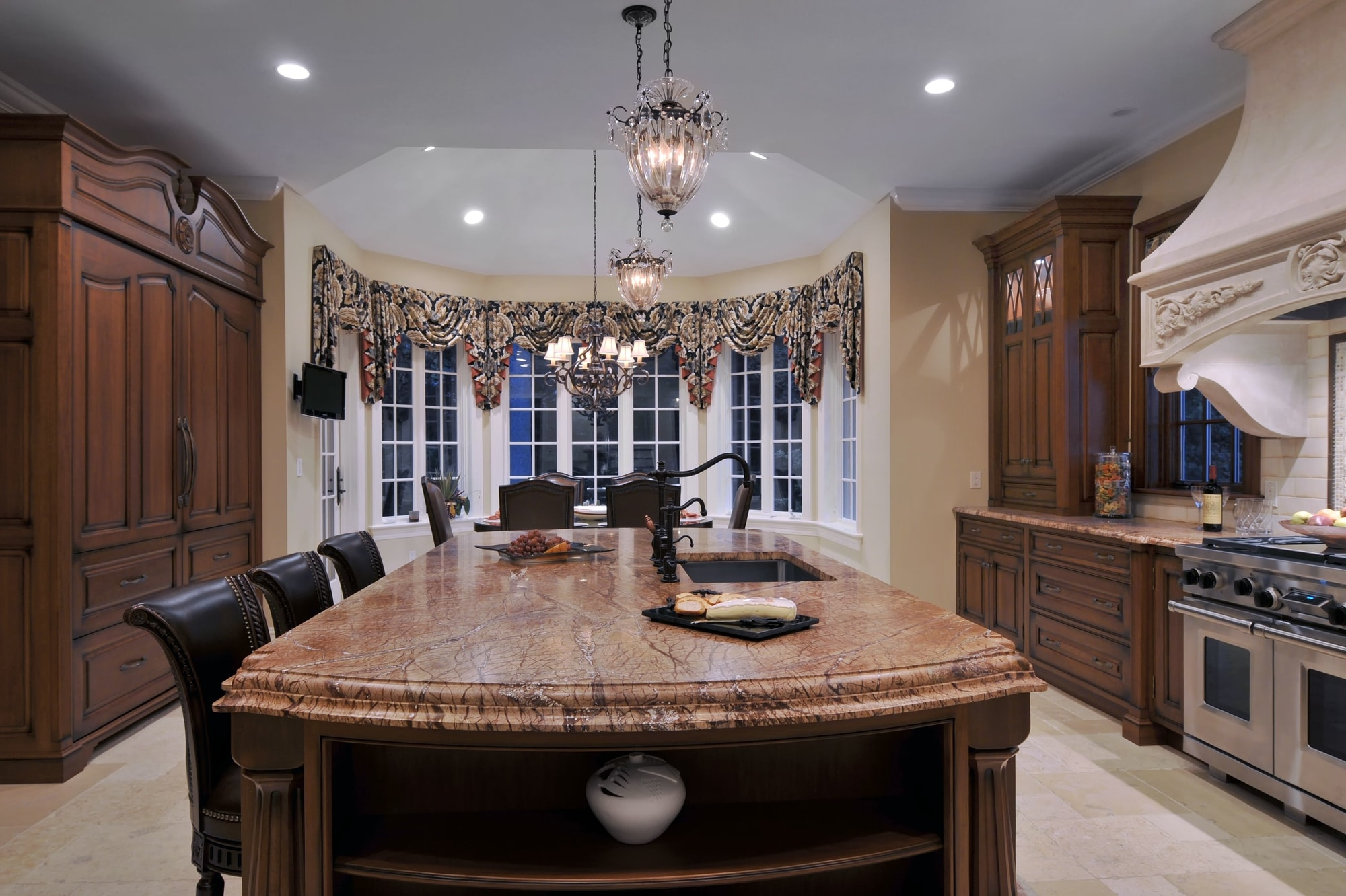 Traditional style kitchen with granite countertop