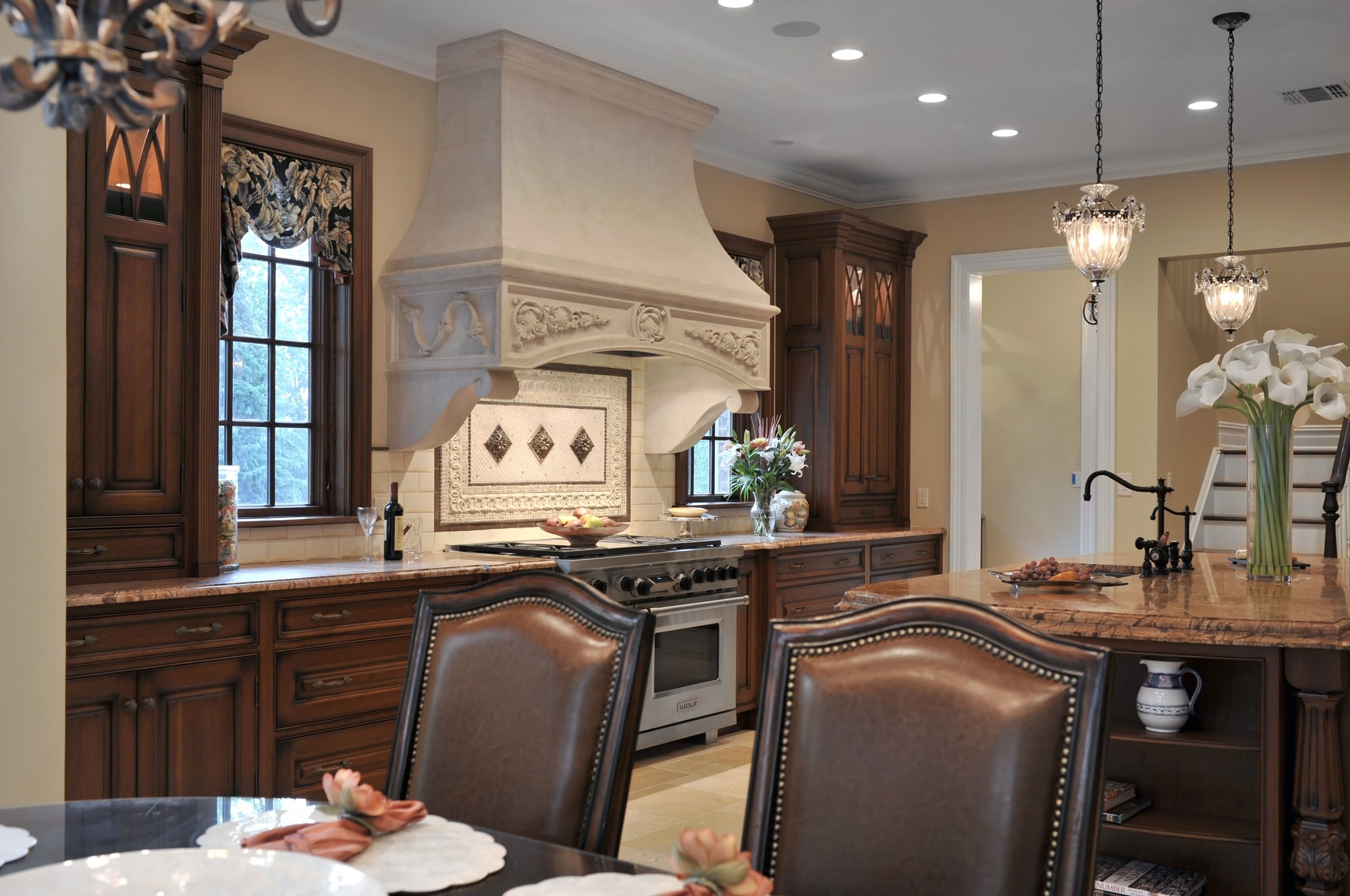 Traditional style kitchen with stylish french windows