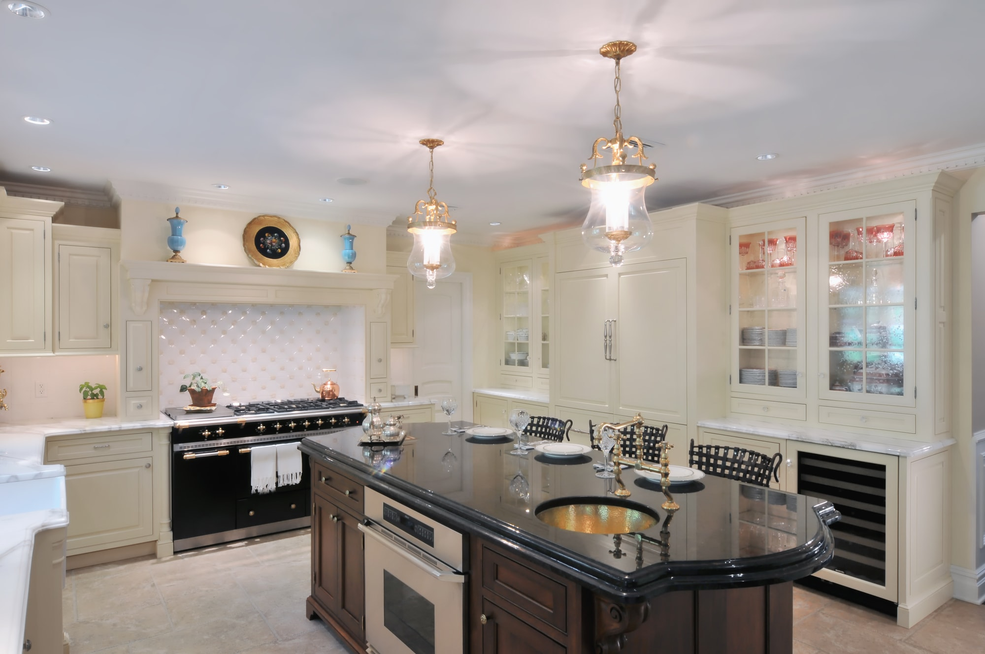 Traditional style kitchen with short center island