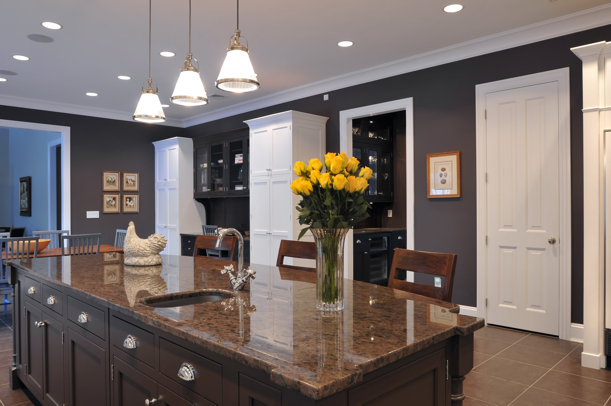 Traditional style kitchen with dark granite countertop