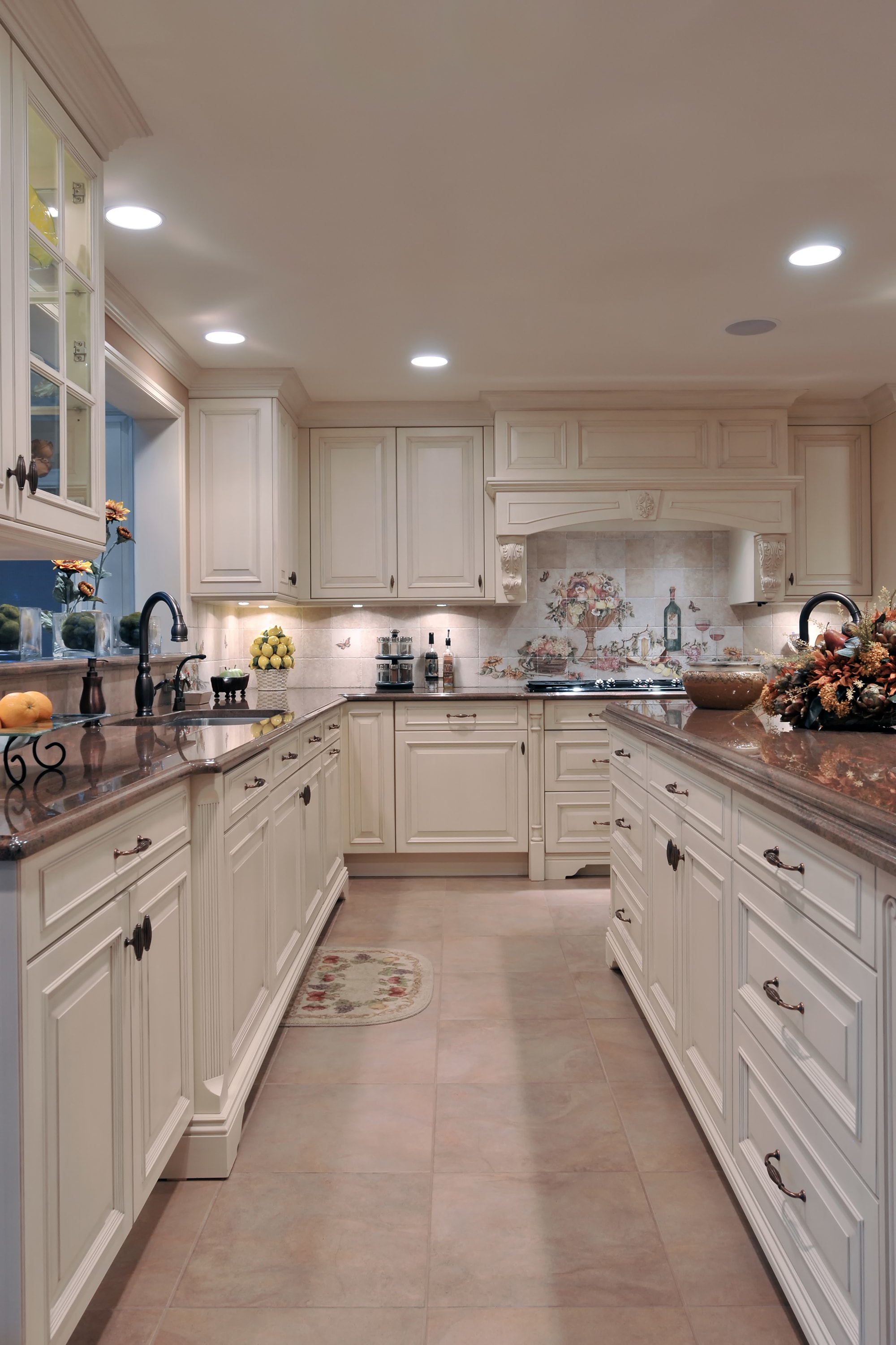 Traditional style kitchen with white cabinets and drawers
