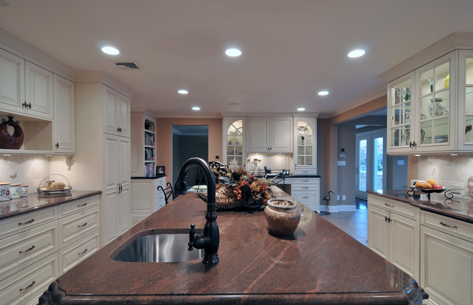 Traditional style kitchen with granite countertop and single hand faucet