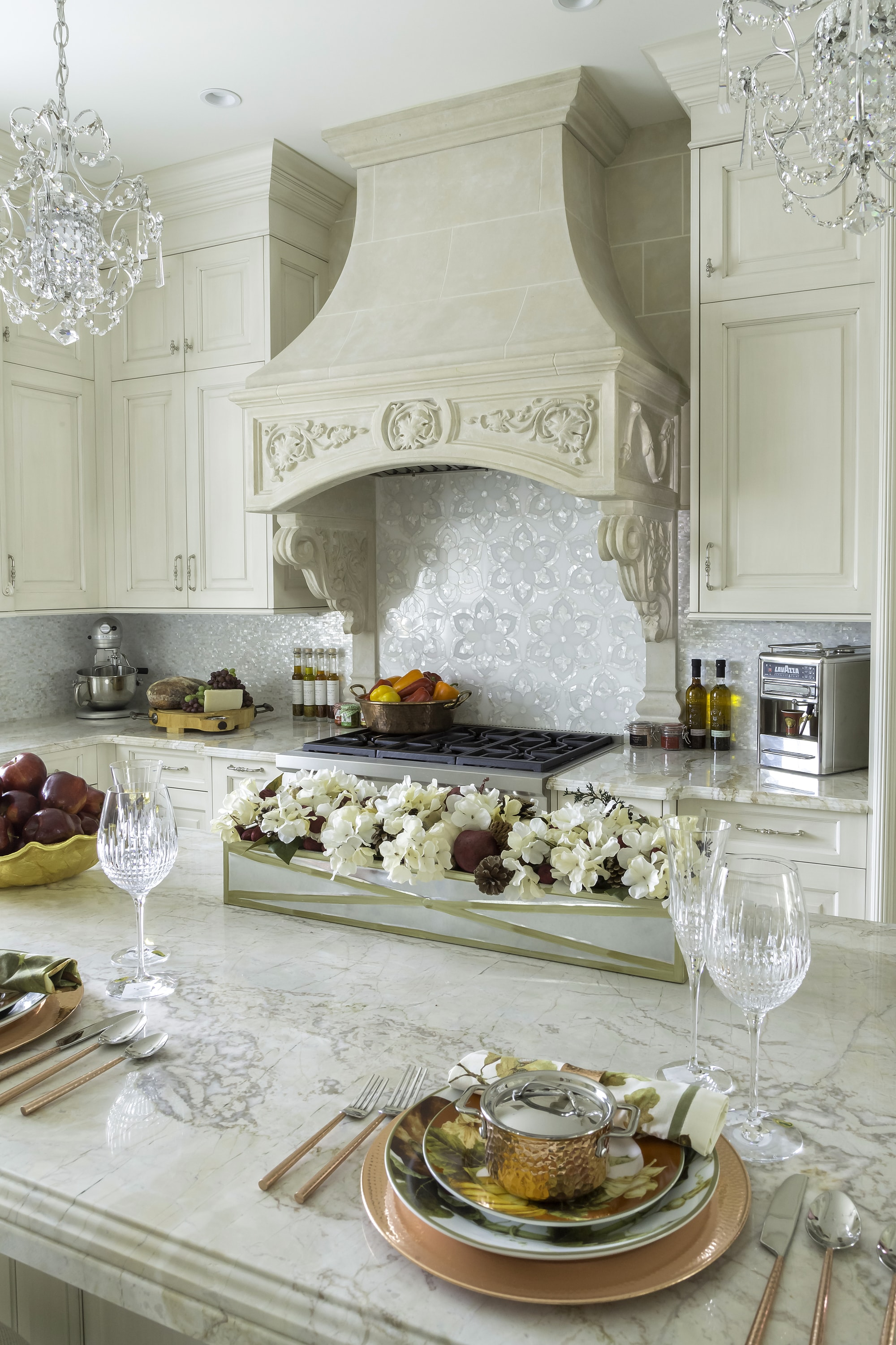 Traditional style kitchen with range hood and upper cabinets