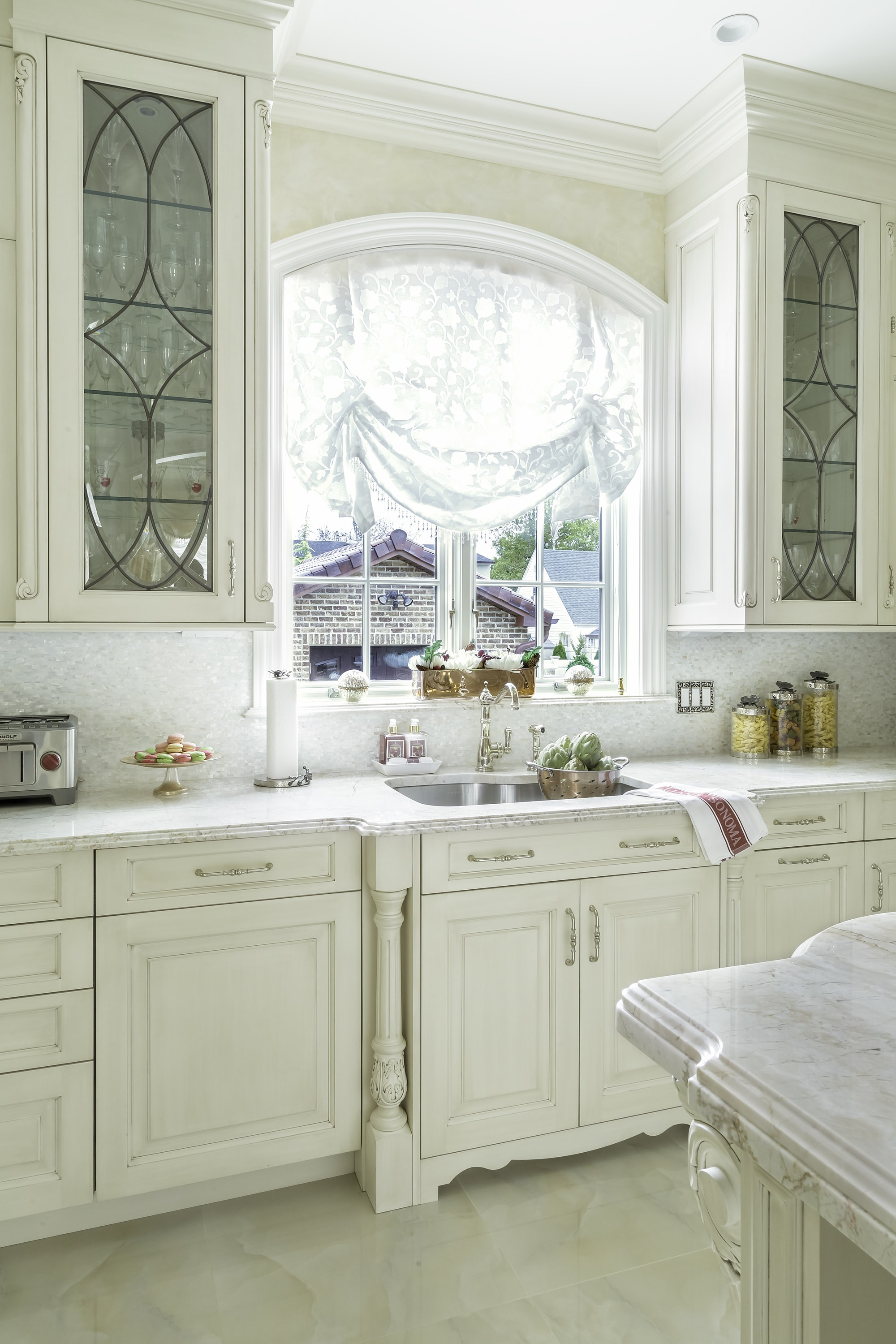 Traditional style kitchen with glass door storage
