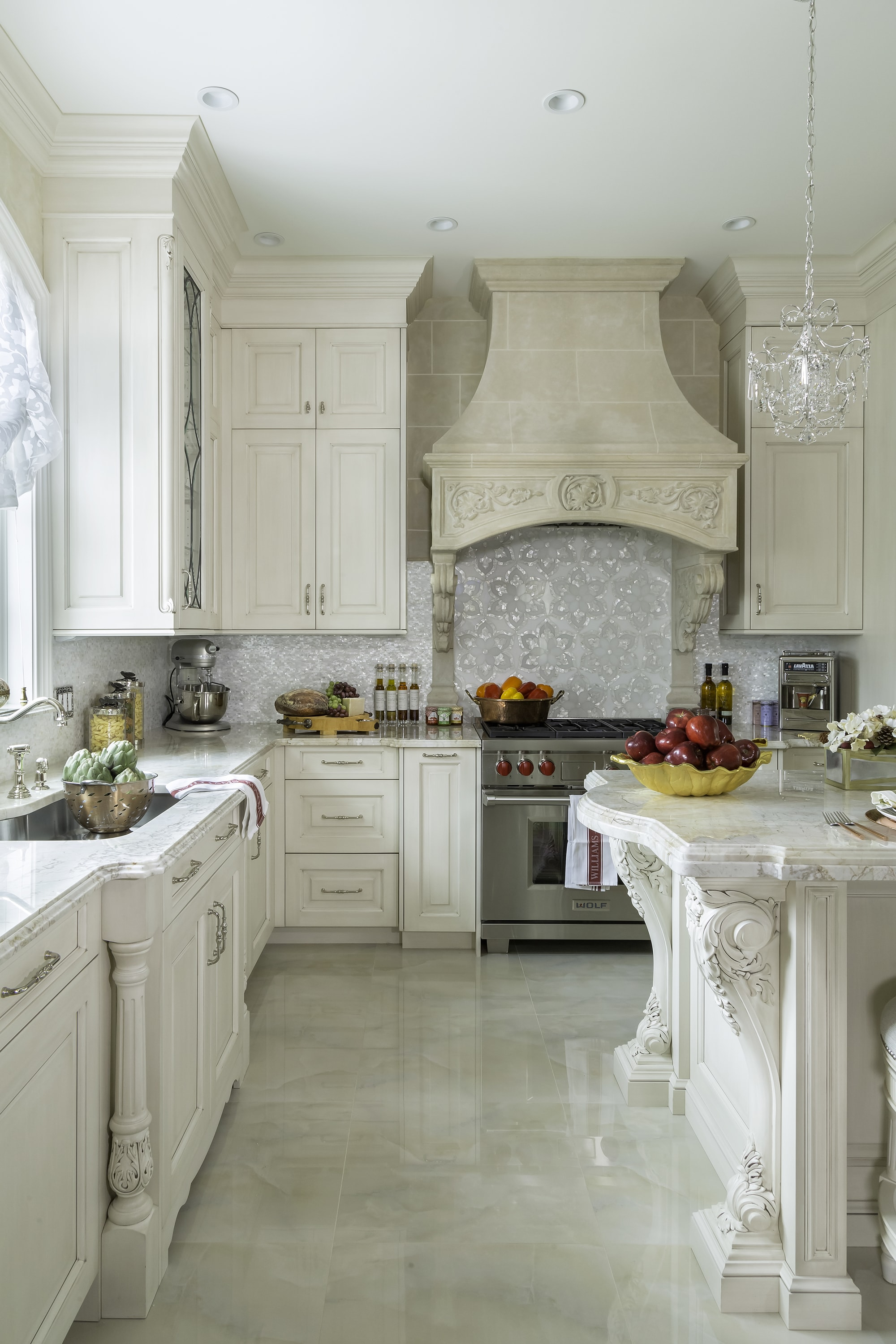 Traditional style kitchen with plenty of cabinets and drawers