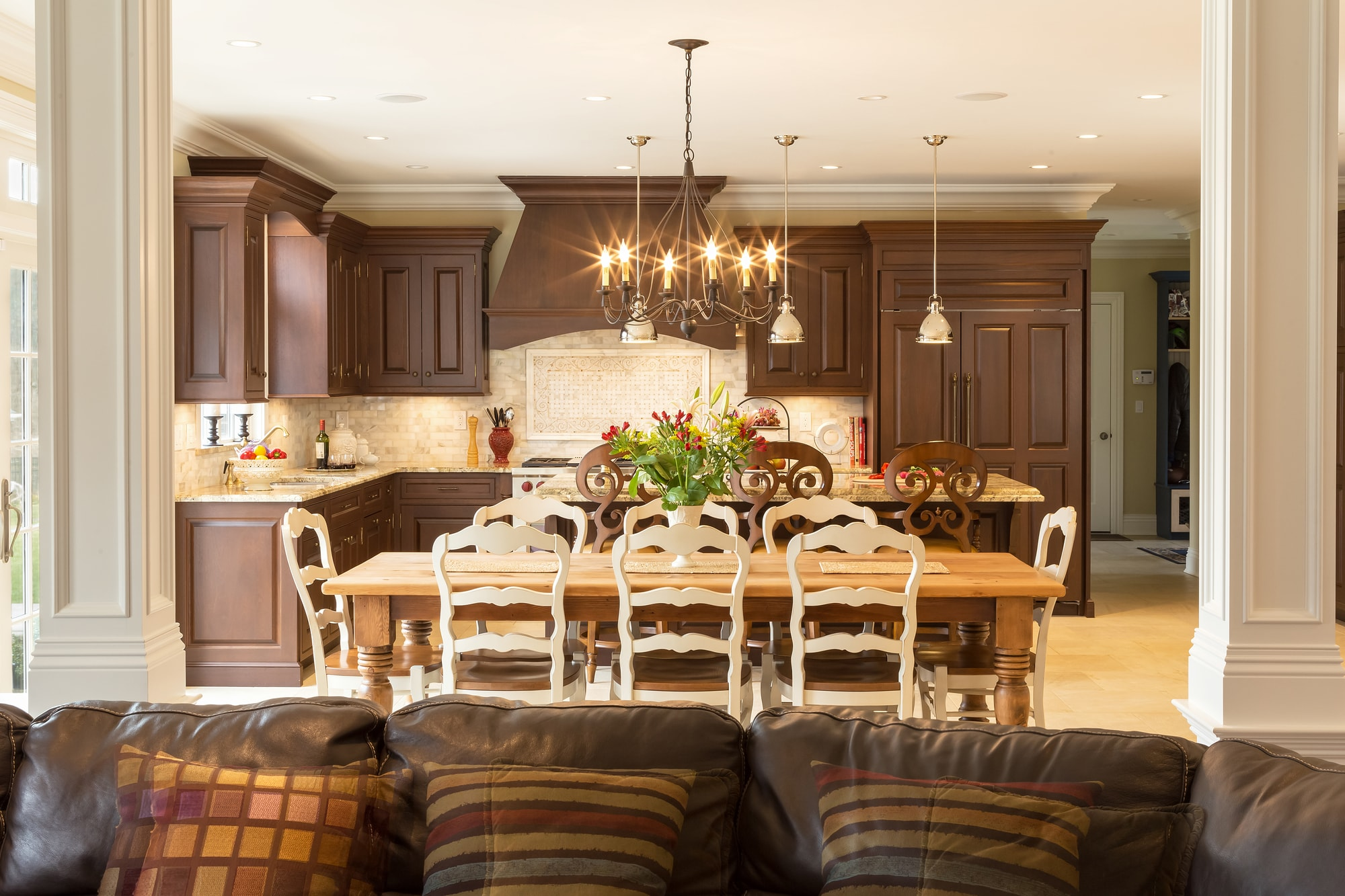 Traditional style kitchen with open plan design