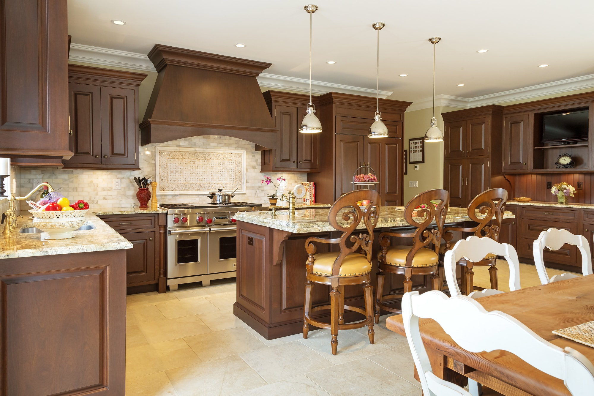 Traditional style kitchen with three pendant light fixtures