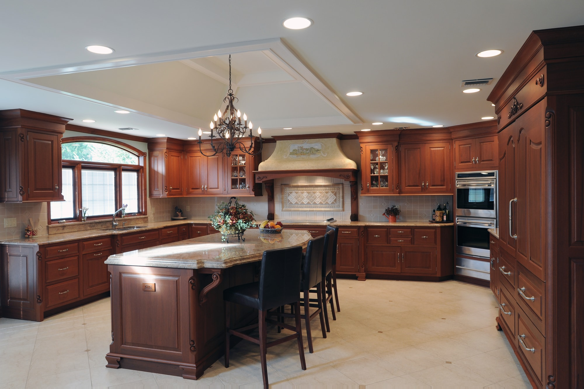 Traditional style kitchen with spacious floor