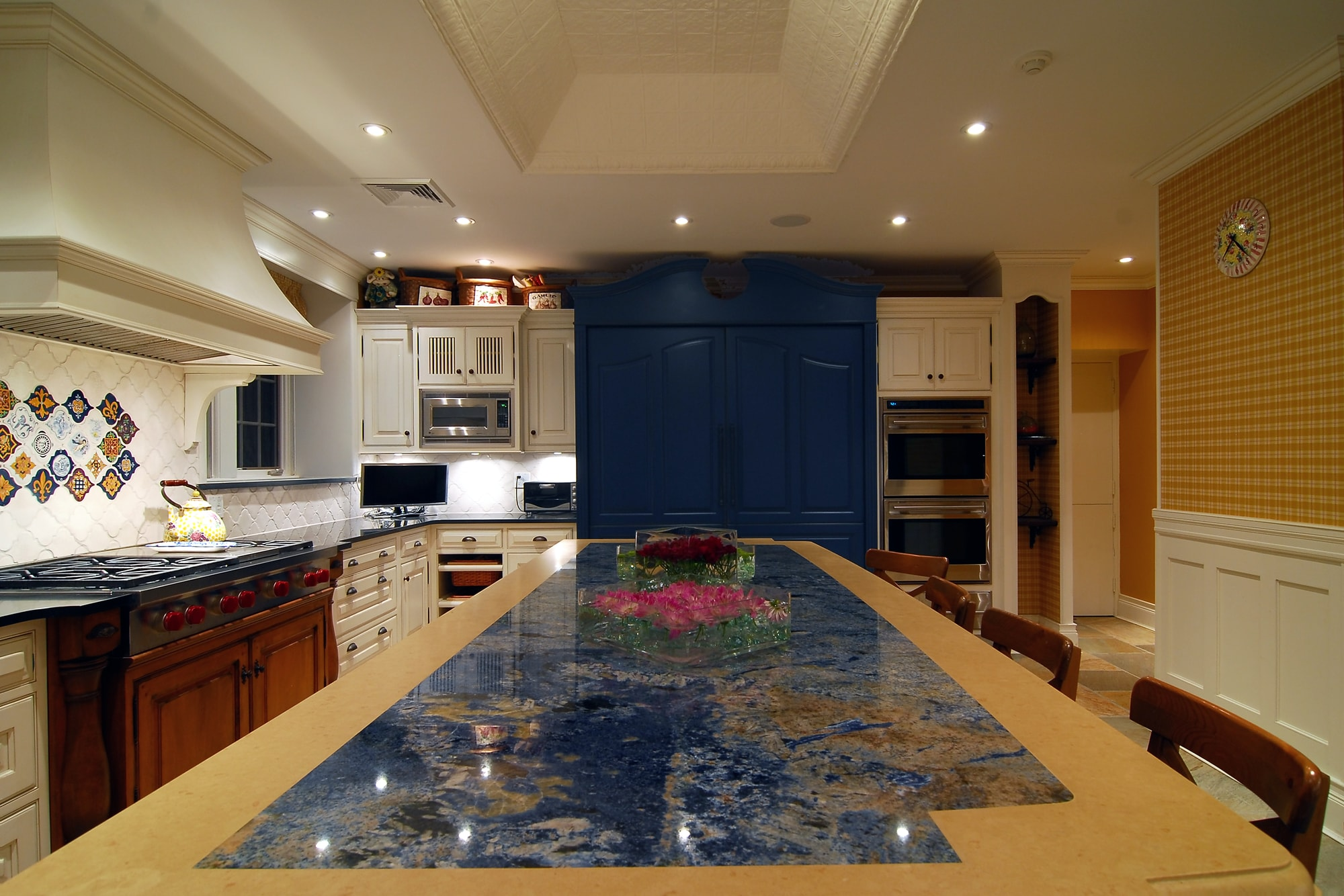 Traditional style kitchen with long center island
