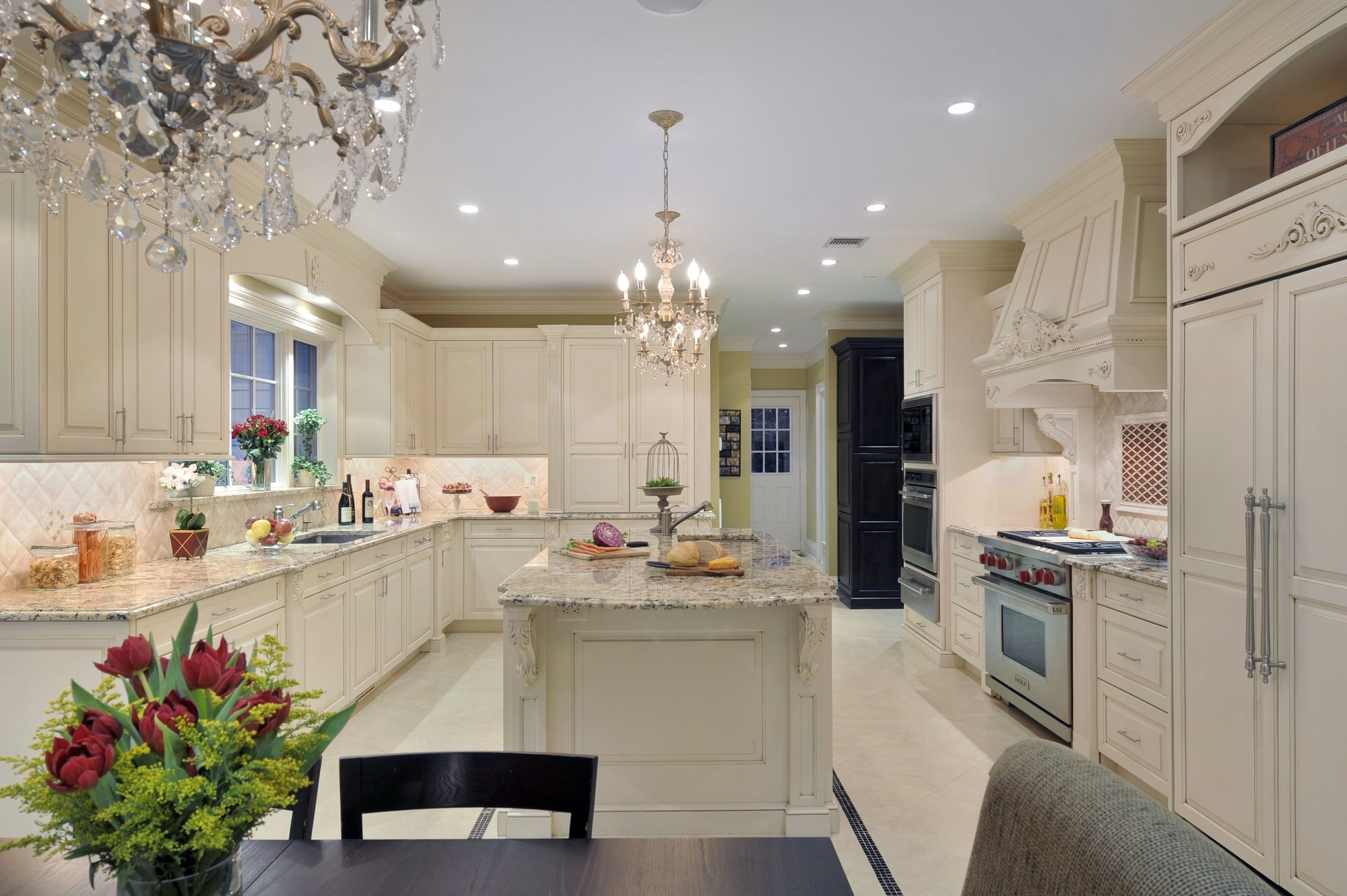 Traditional style kitchen with high ceiling and spacious floor
