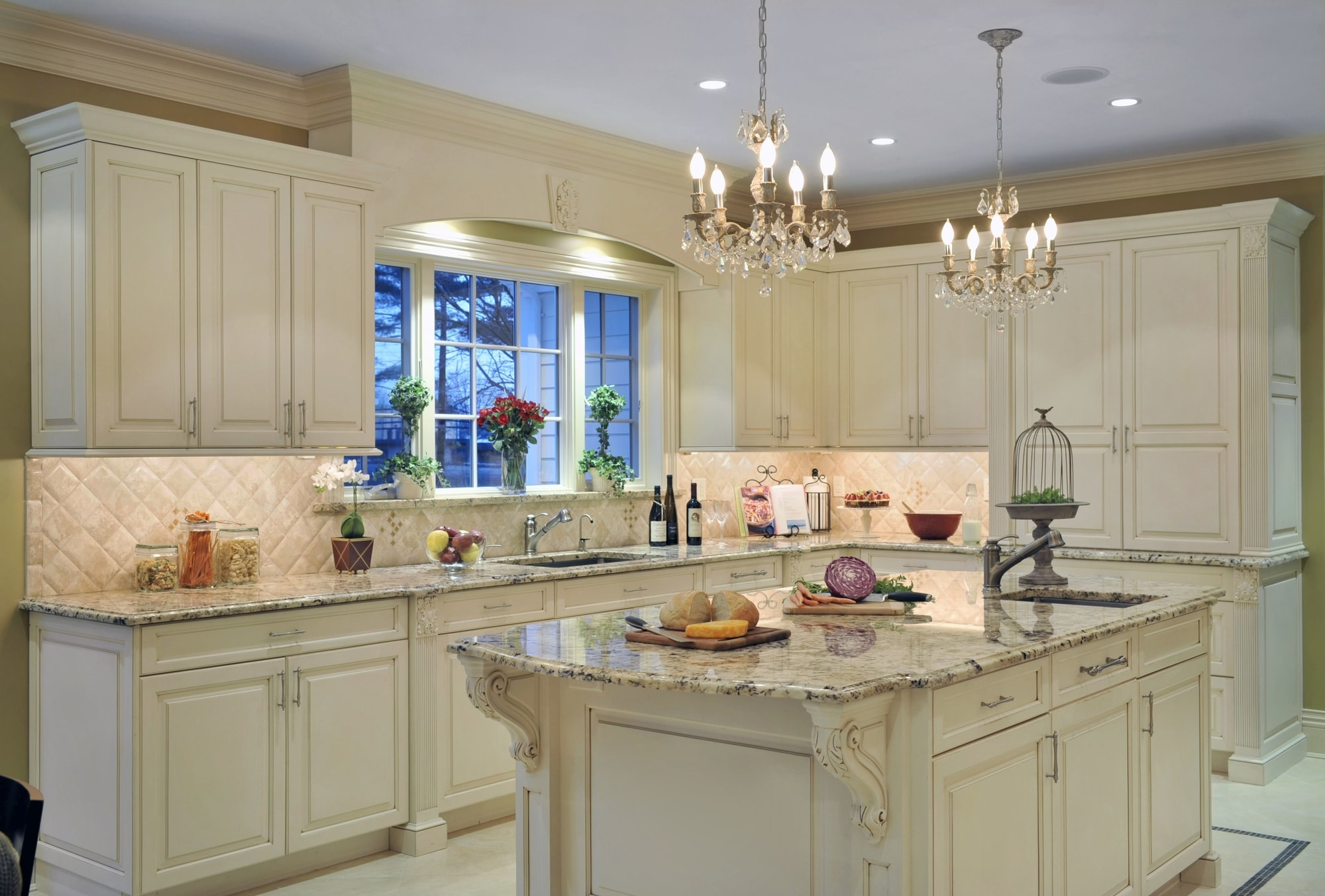 Traditional style kitchen with white upper cabinets