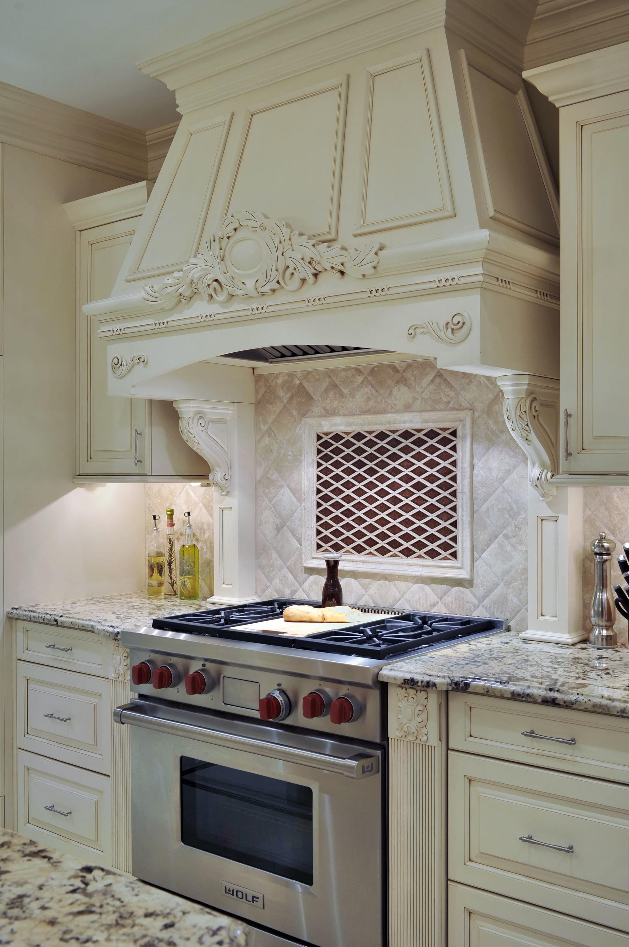 Traditional style kitchen with white backsplash