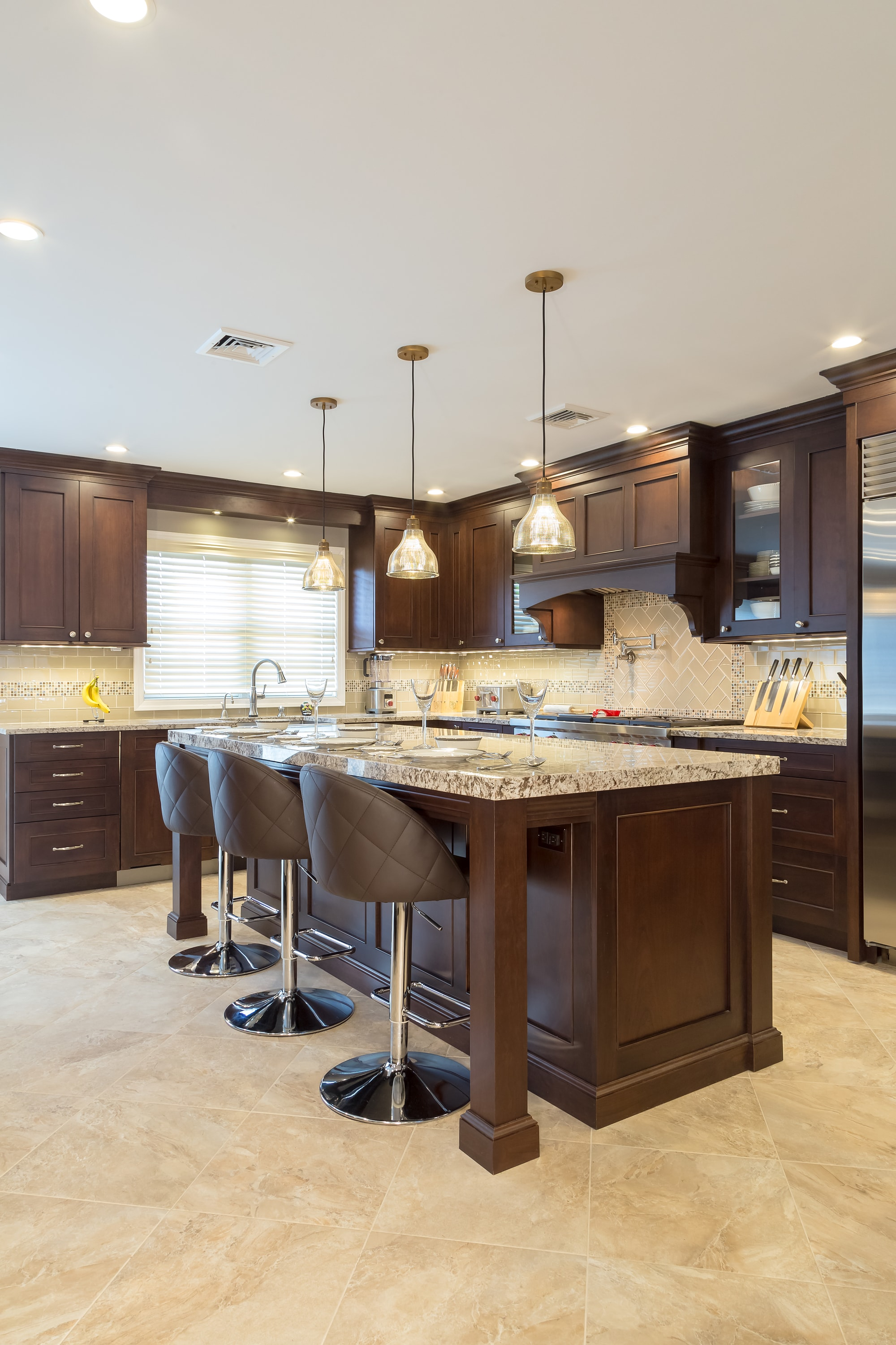 Traditional style kitchen with white marble floor