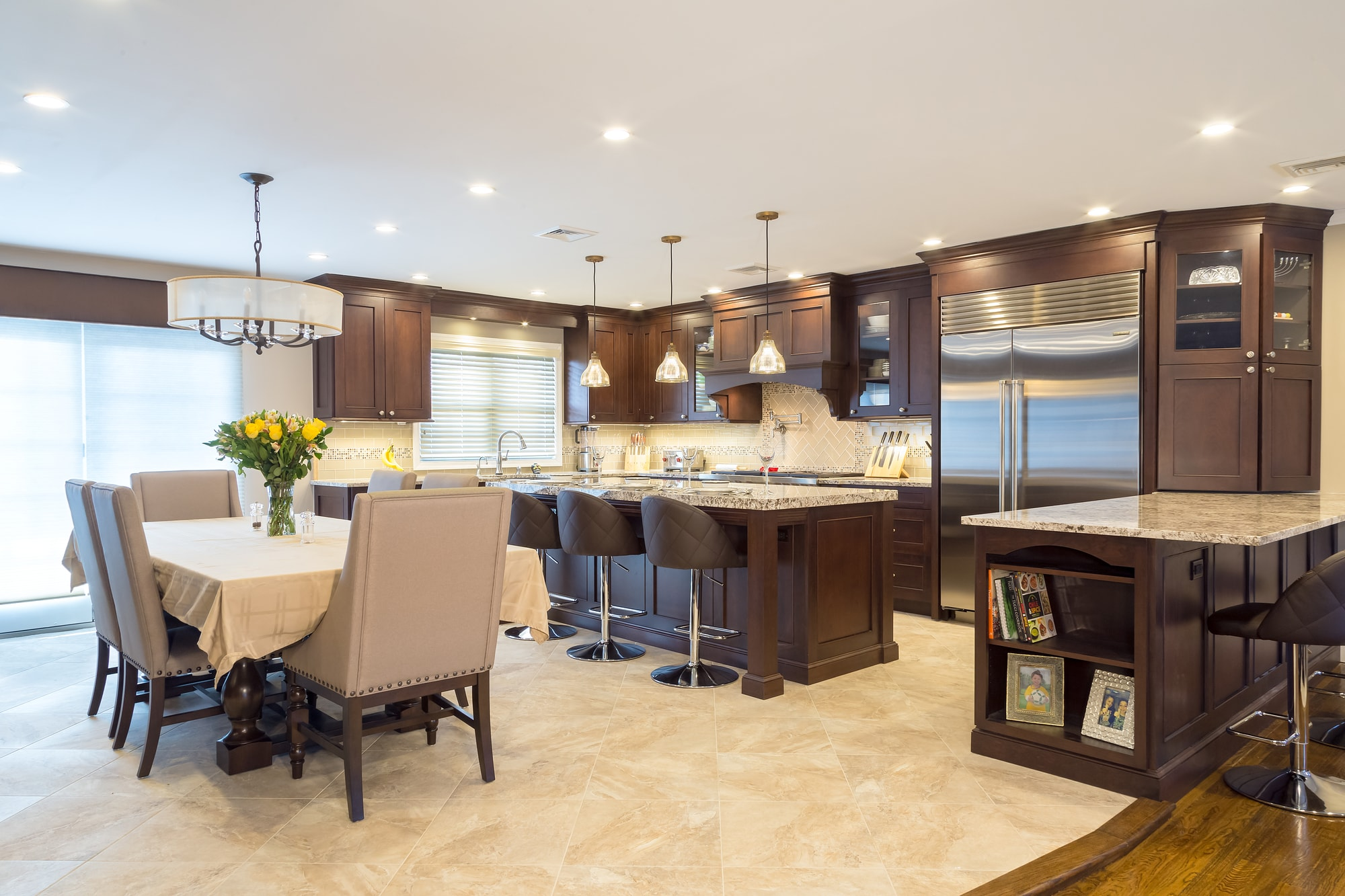 Traditional style kitchen with upper wooden cabinet