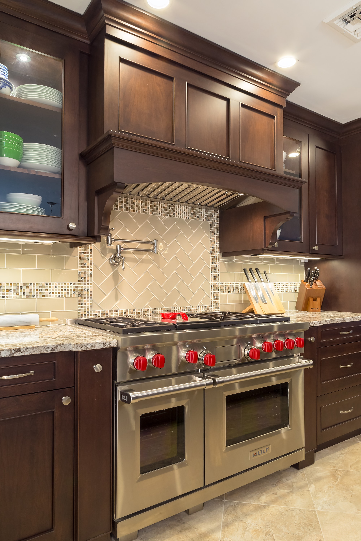 Traditional style kitchen with classic backsplash