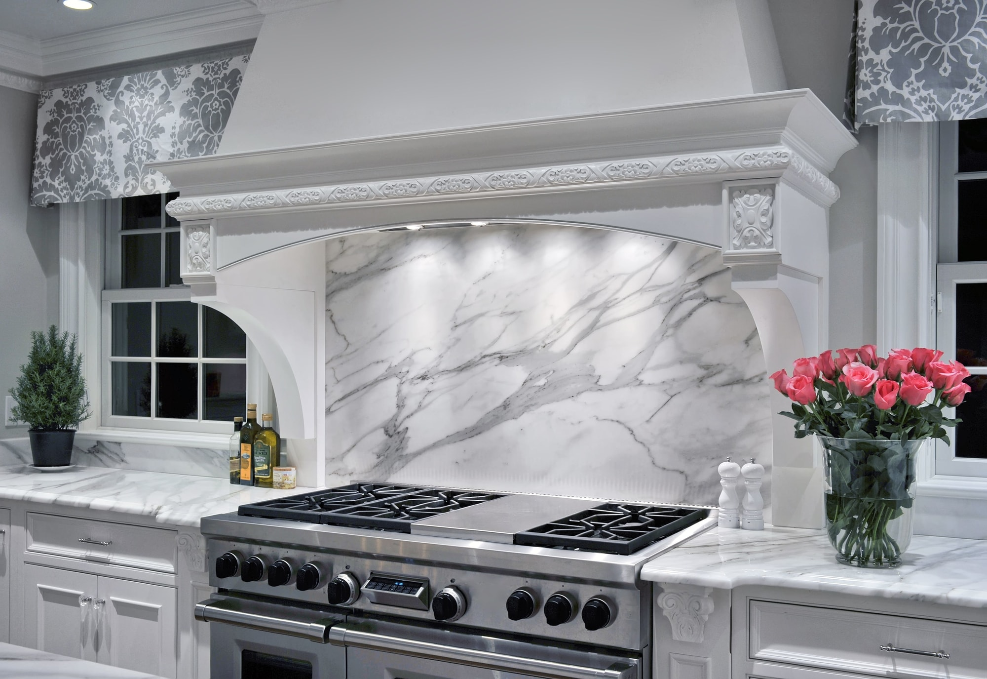 Transitional style kitchen with marble backsplash