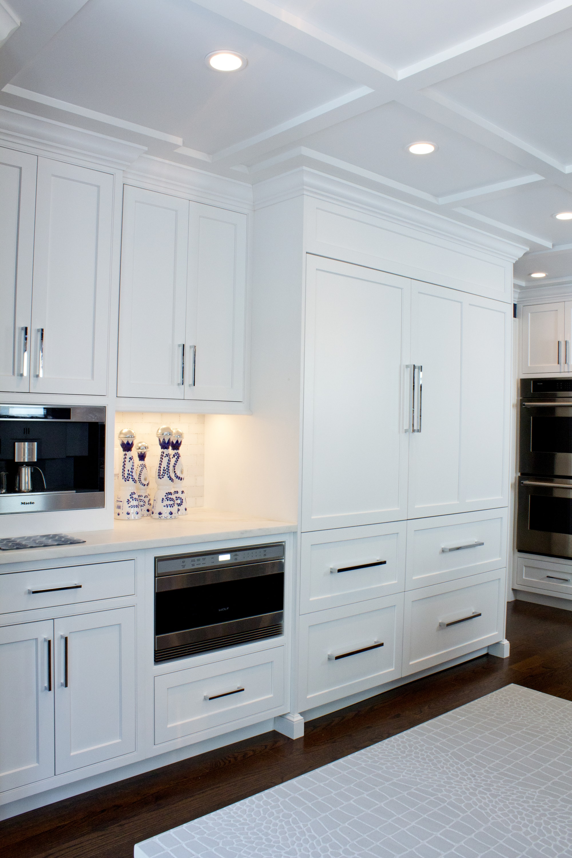 Transitional style kitchen with spacious cabinets and drawers