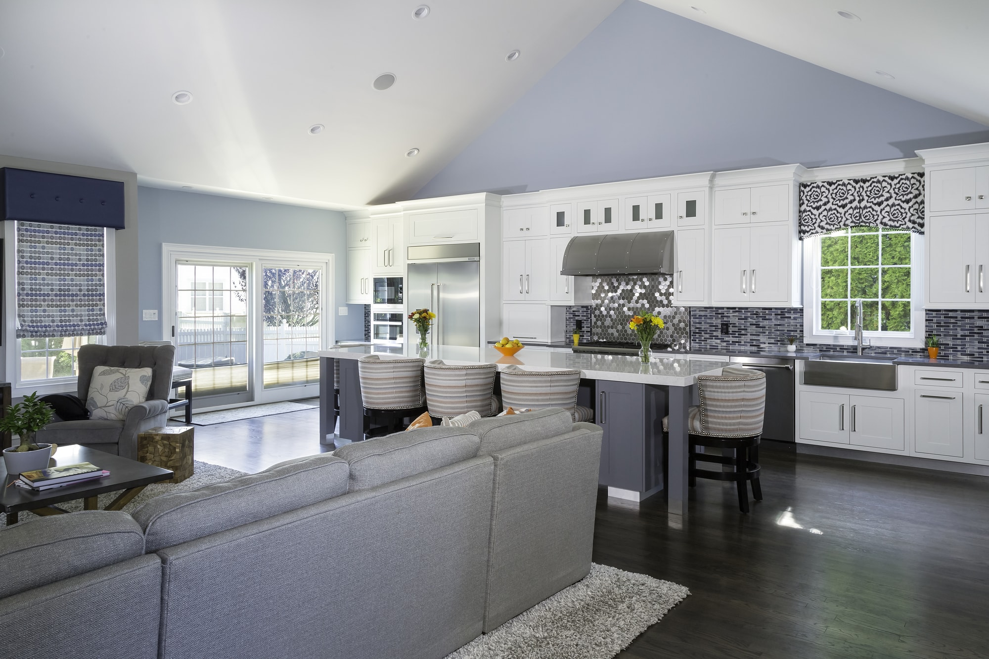 Transitional style kitchen with open plan kitchen design