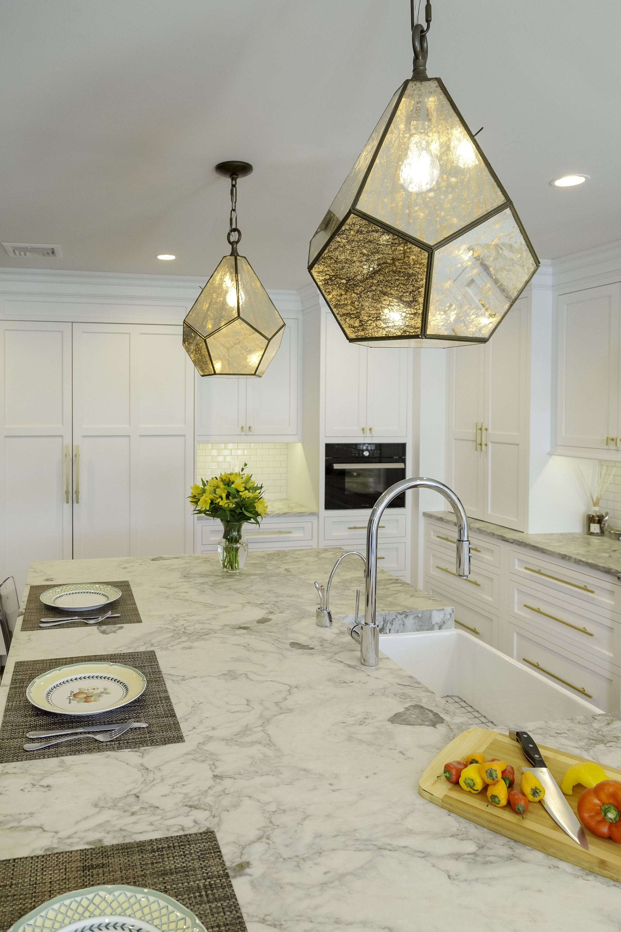 Transitional style kitchen with warm and cozy lighting