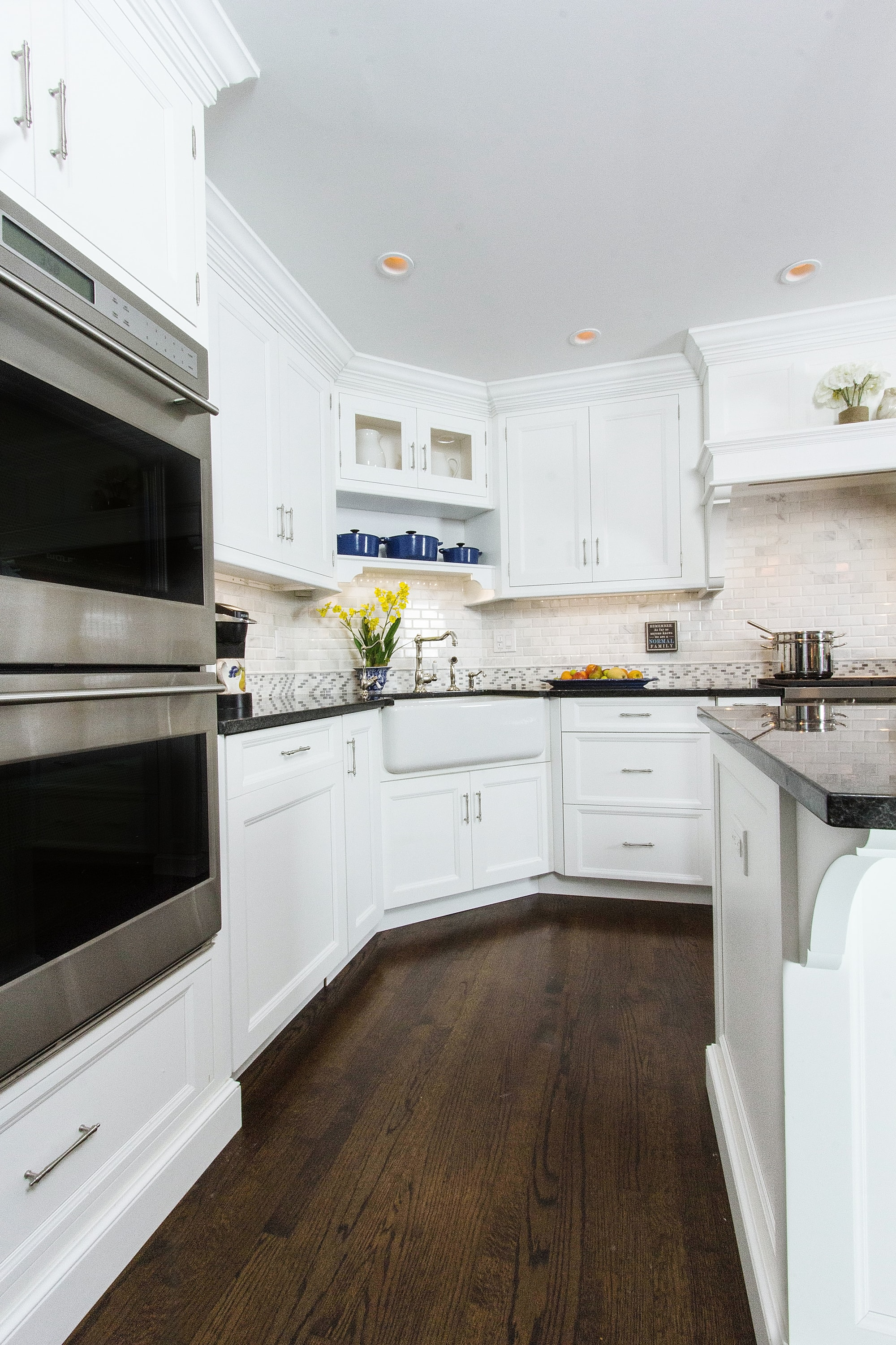 Transitional style kitchen with upper cabinets