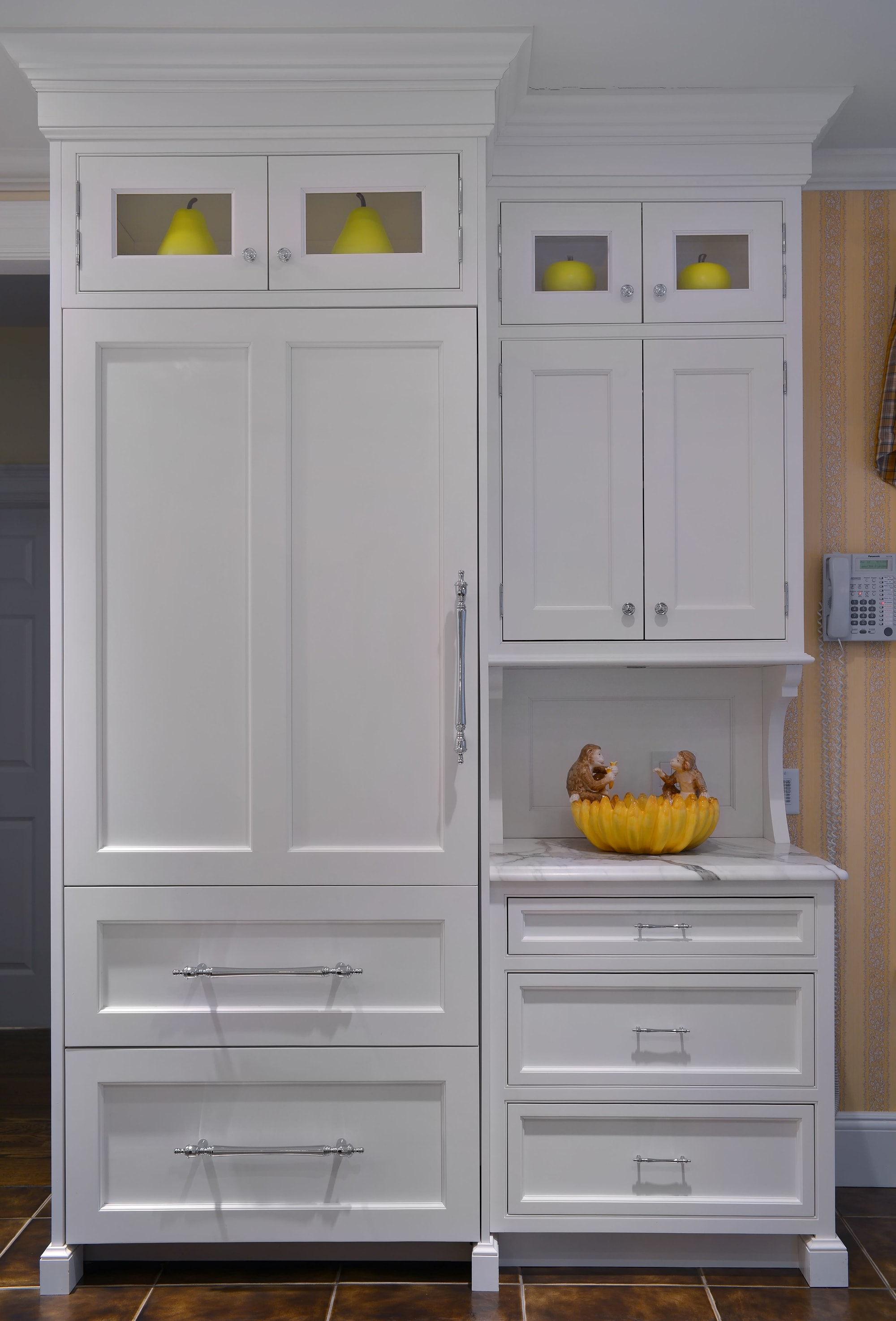 Transitional style kitchen with large cabinet with pull out drawer
