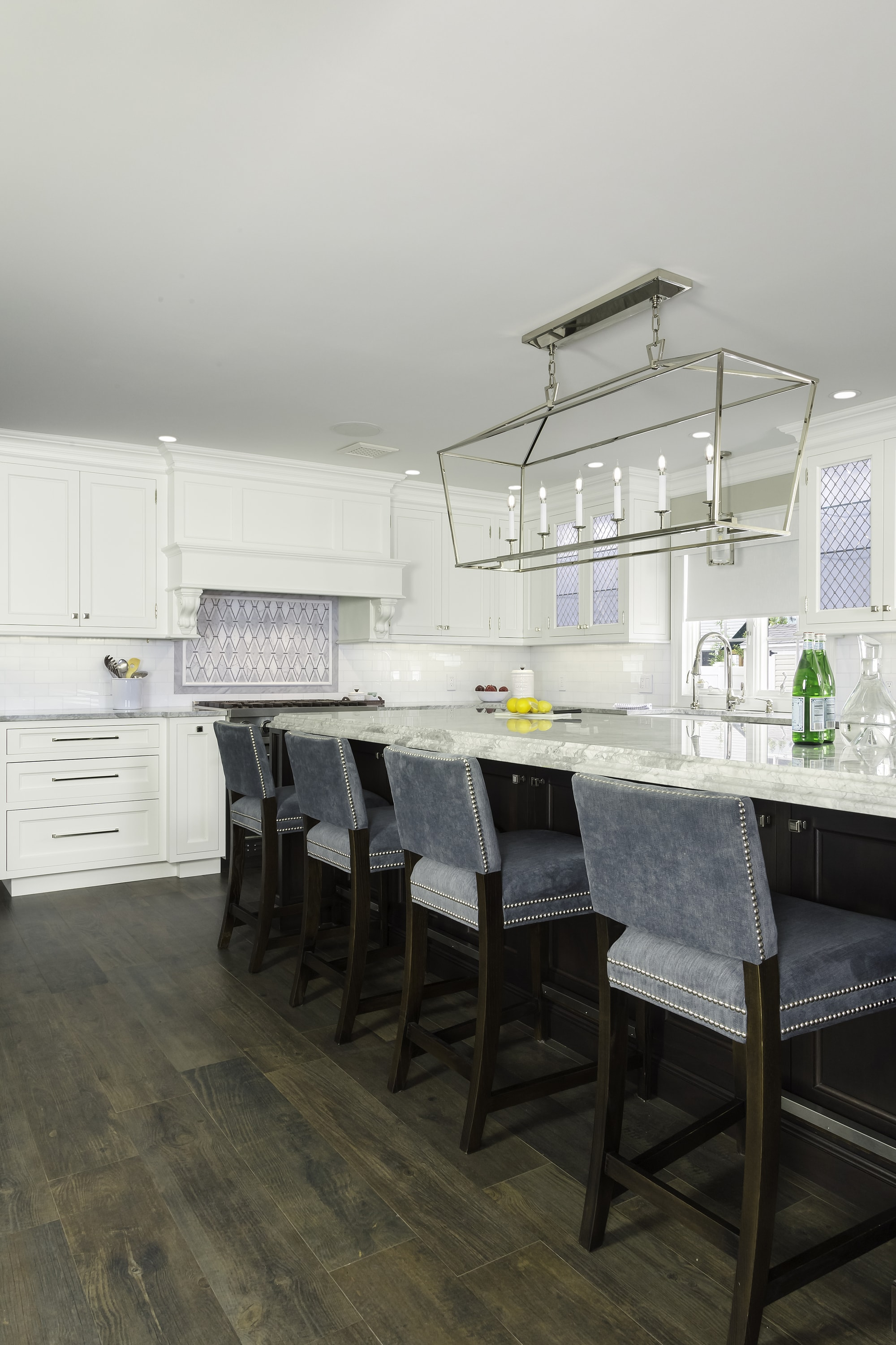 Transitional style kitchen with with hardwood floor