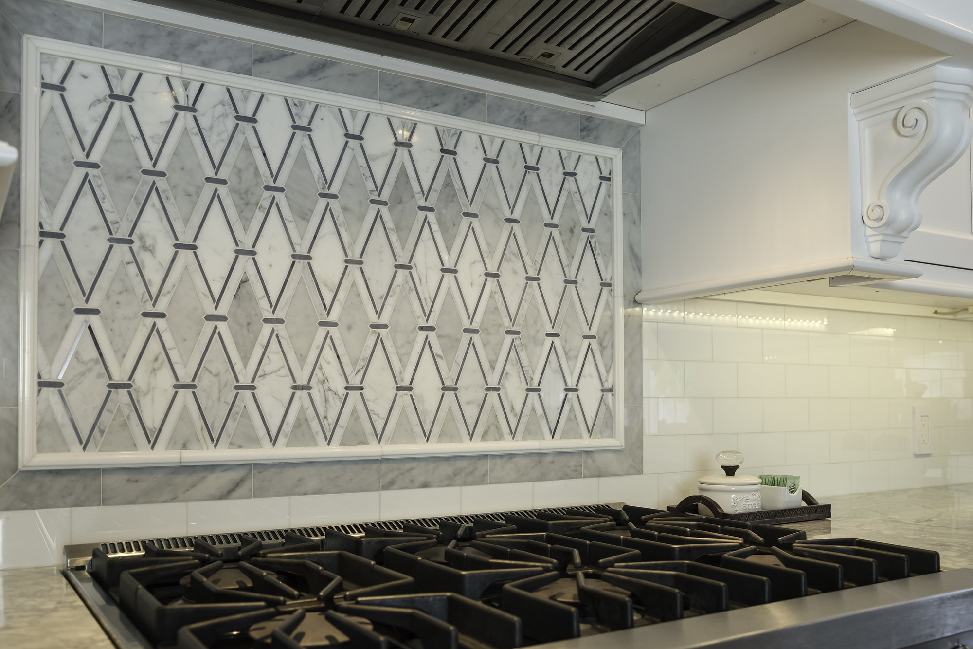 Transitional style kitchen with diamond shaped tiles backsplash